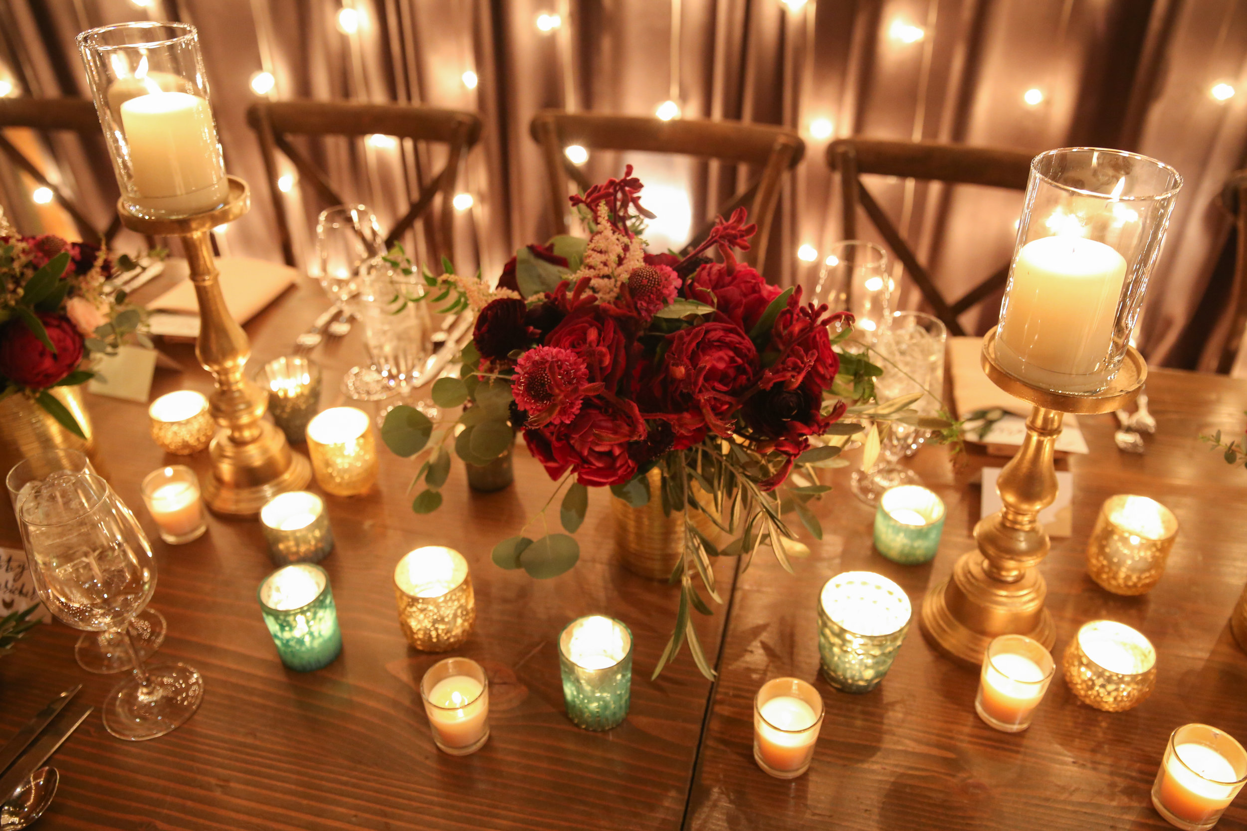 Fleur-Inc-Jeremy-Lawson-Photography-Bridgeport-Skyline-Loft-January-Wedding-Bridal-Bouquet-Feasting-Table