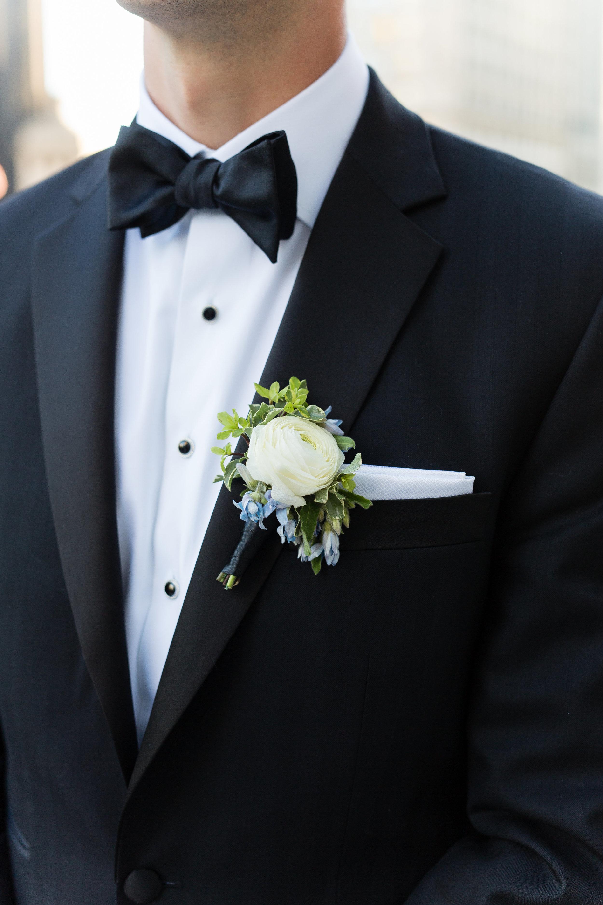 Fleur-Inc-Emilia-Jane-Photography-Estera-Events-Langham-Hotel-Chicago-Wedding-Ranunculus-Boutonniere-Tweedia
