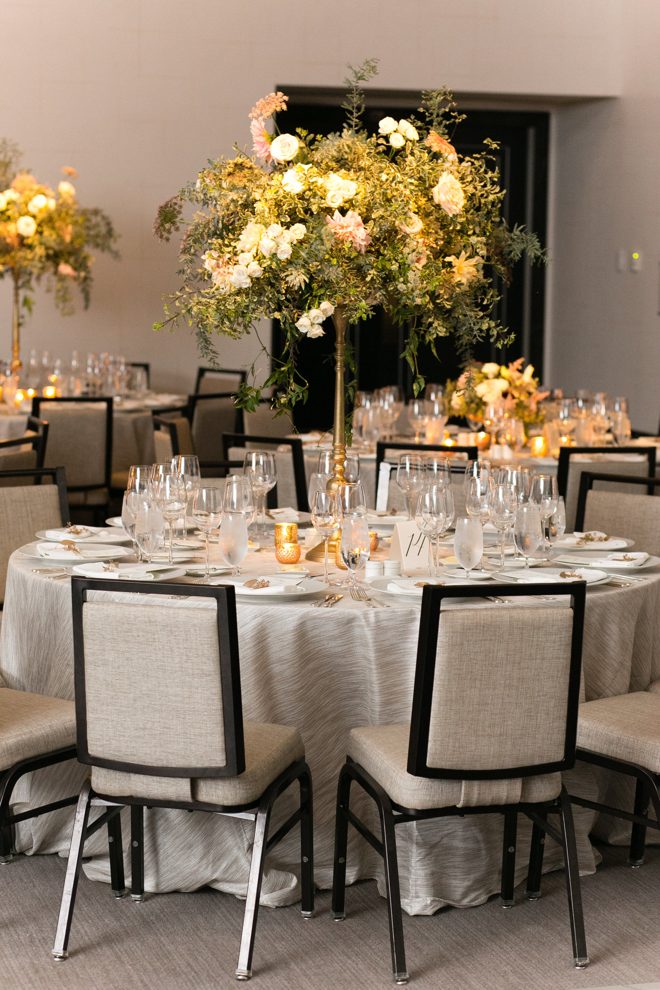 Fleur-Inc-Emilia-Jane-Photography-Estera-Events-Langham-Hotel-Chicago-Wedding-Tall-Centerpiece