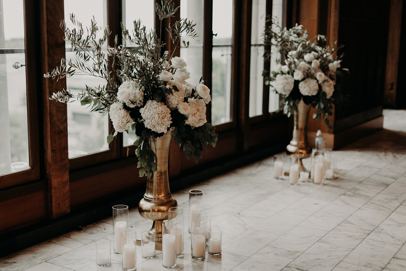 Floral by Fleur Inc, Photography by Alisha Tova, Venue Chicago Athletic Association, Chicago Wedding Ceremony
