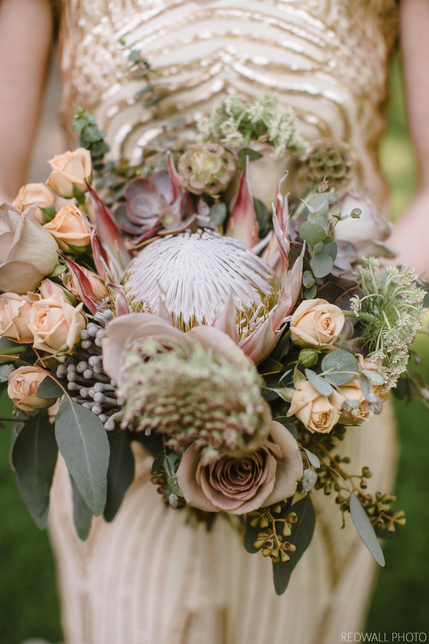 Flowers by Fleur Inc, Photo by Red Wall Photography.  Planning by Chicago Vintage Weddings. Location, Ravenswood Event Center.