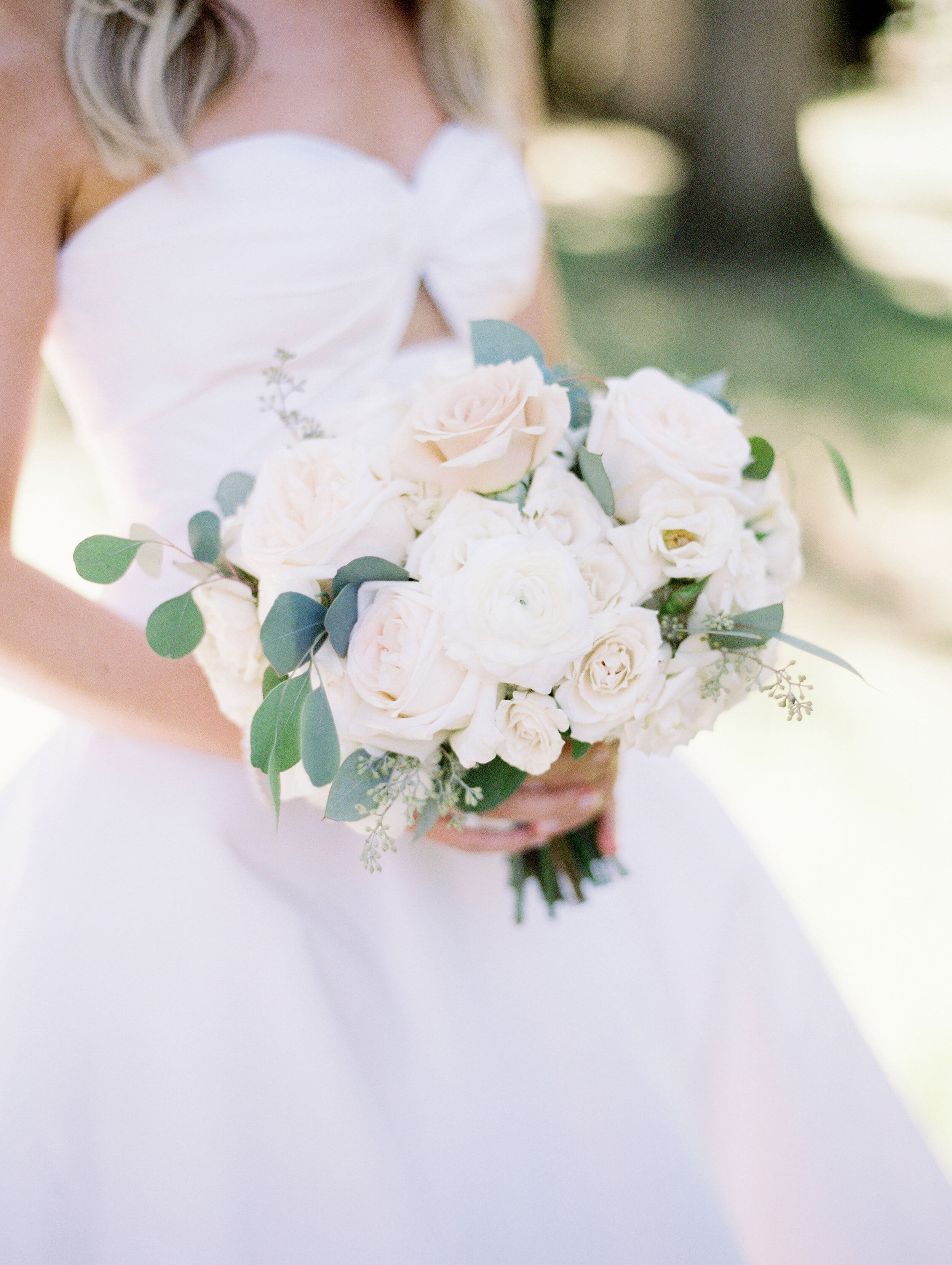 Flowers by Fleur Inc, Photo by Olivia Leigh Photographie, Planning by Estera Events, Chicago Wedding, Classic Bridal Bouquet