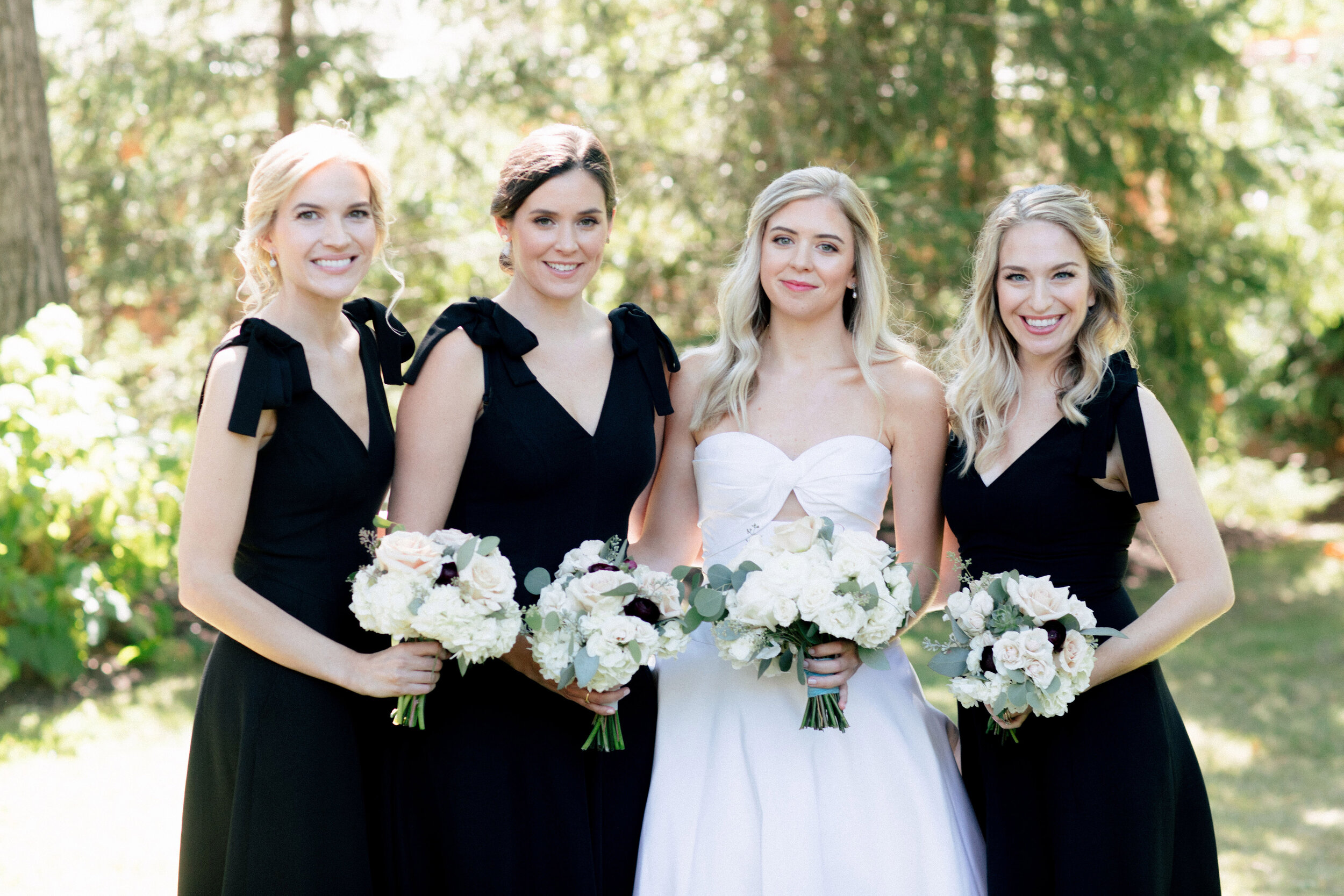 Flowers by Fleur Inc, Photo by Olivia Leigh Photographie, Planning by Estera Events, Wedding Party