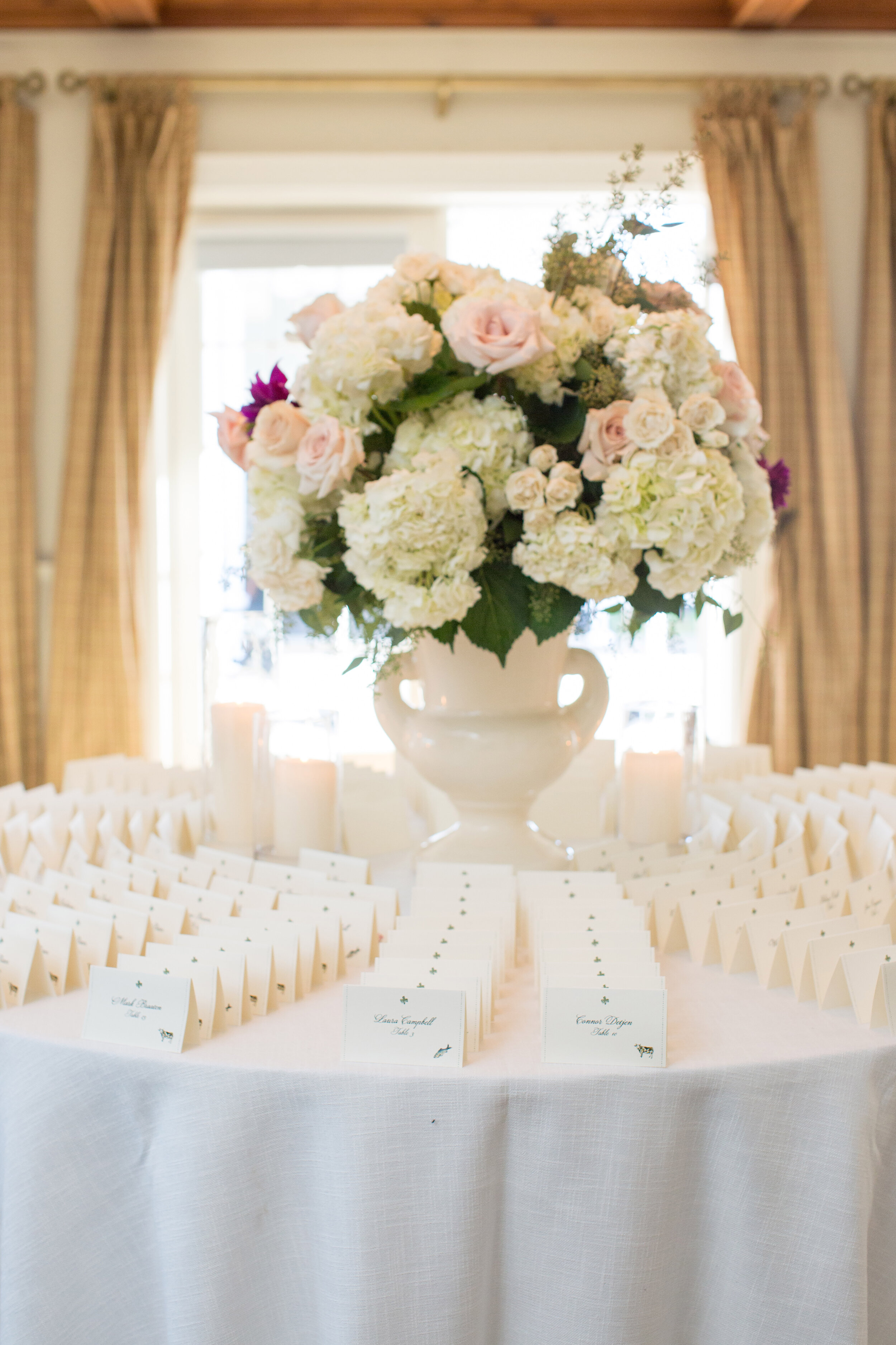 Flowers by Fleur Inc, Photo by Olivia Leigh Photographie, Planning by Estera Events, Escort Card Table.