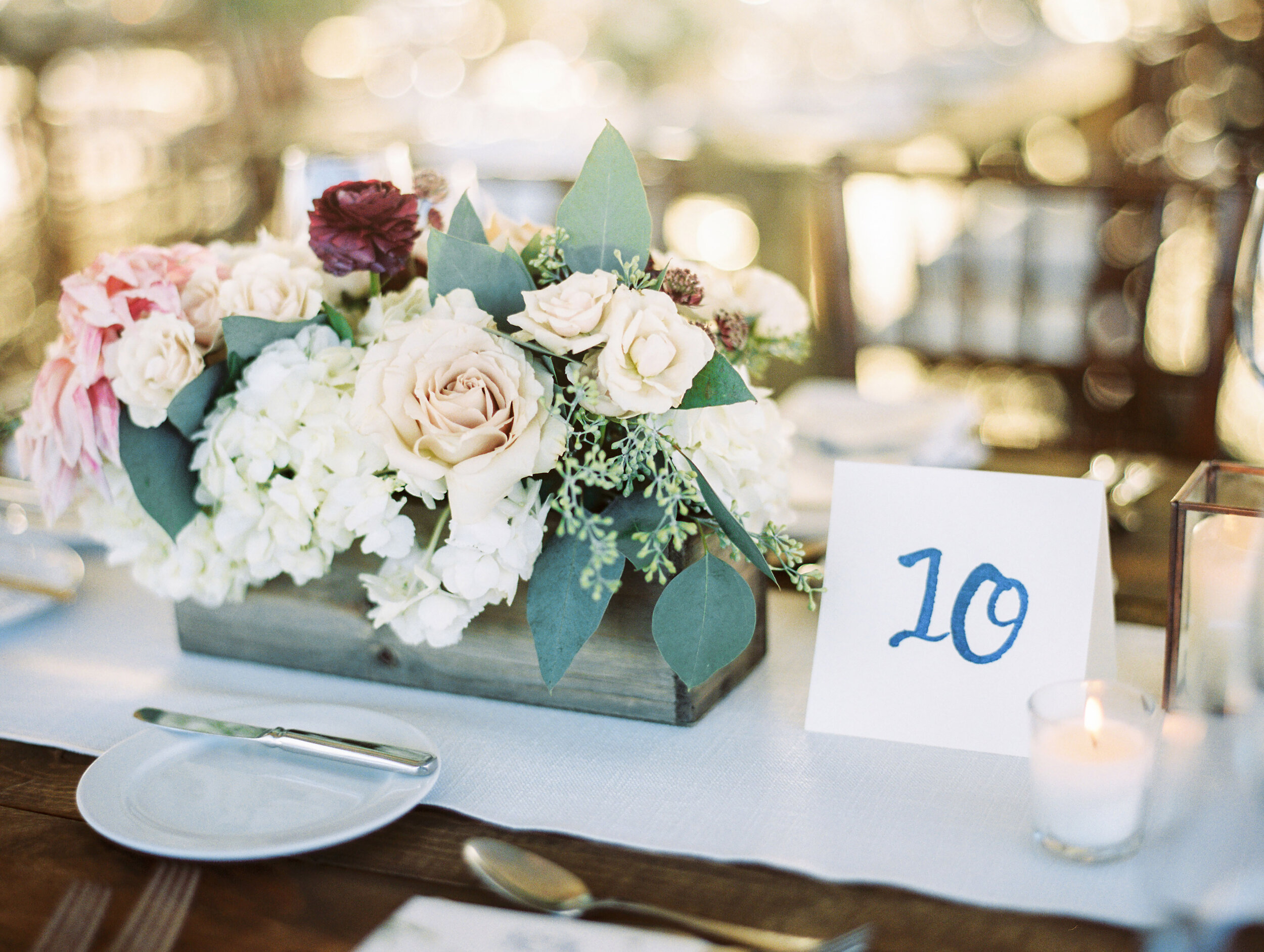 Flowers by Fleur Inc, Photo by Olivia Leigh Photographie, Planning by Estera Events, Centerpieces
