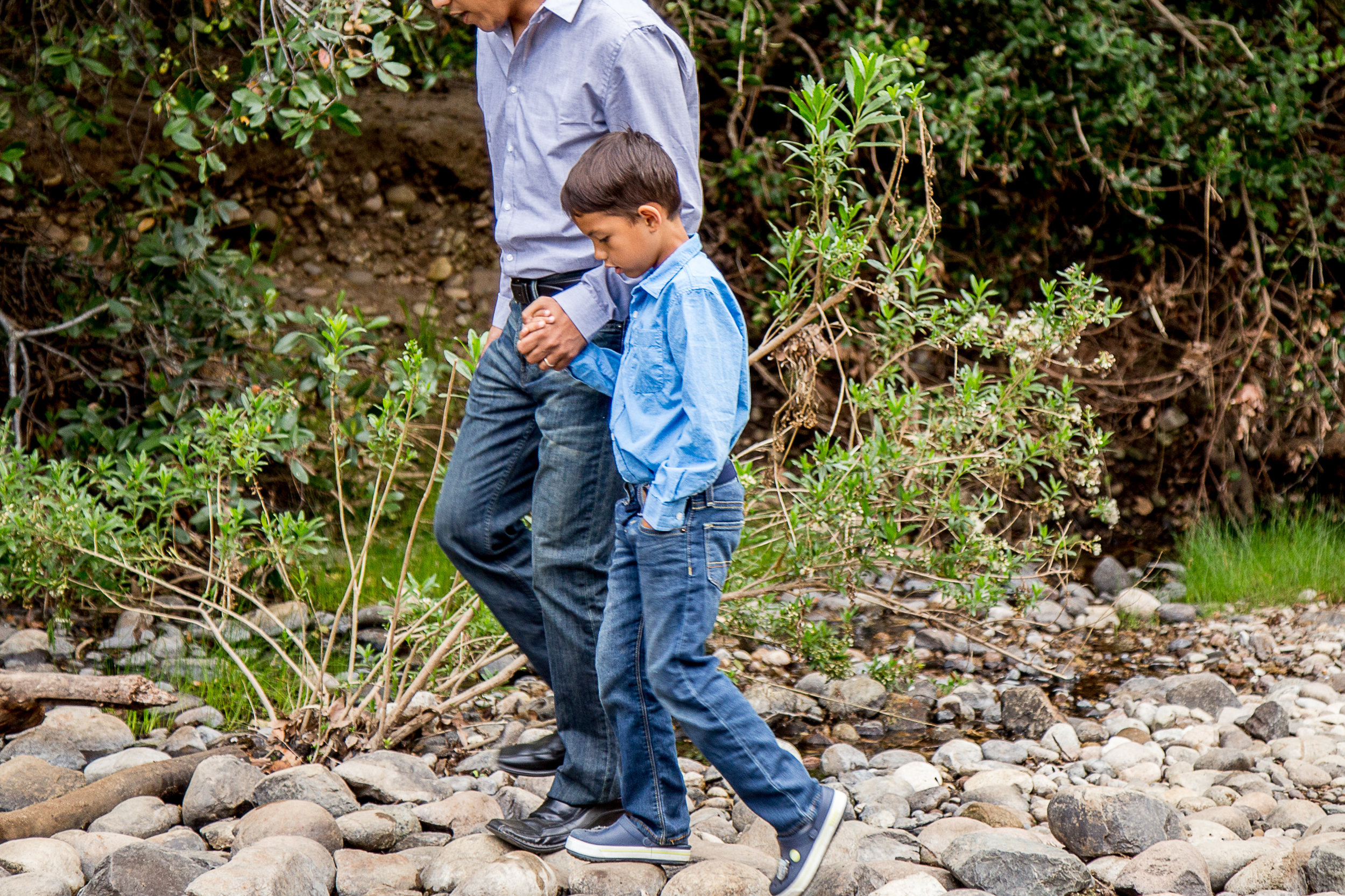 father-son-crossing-trail-together-san-diego-family-photographer-god-image-
