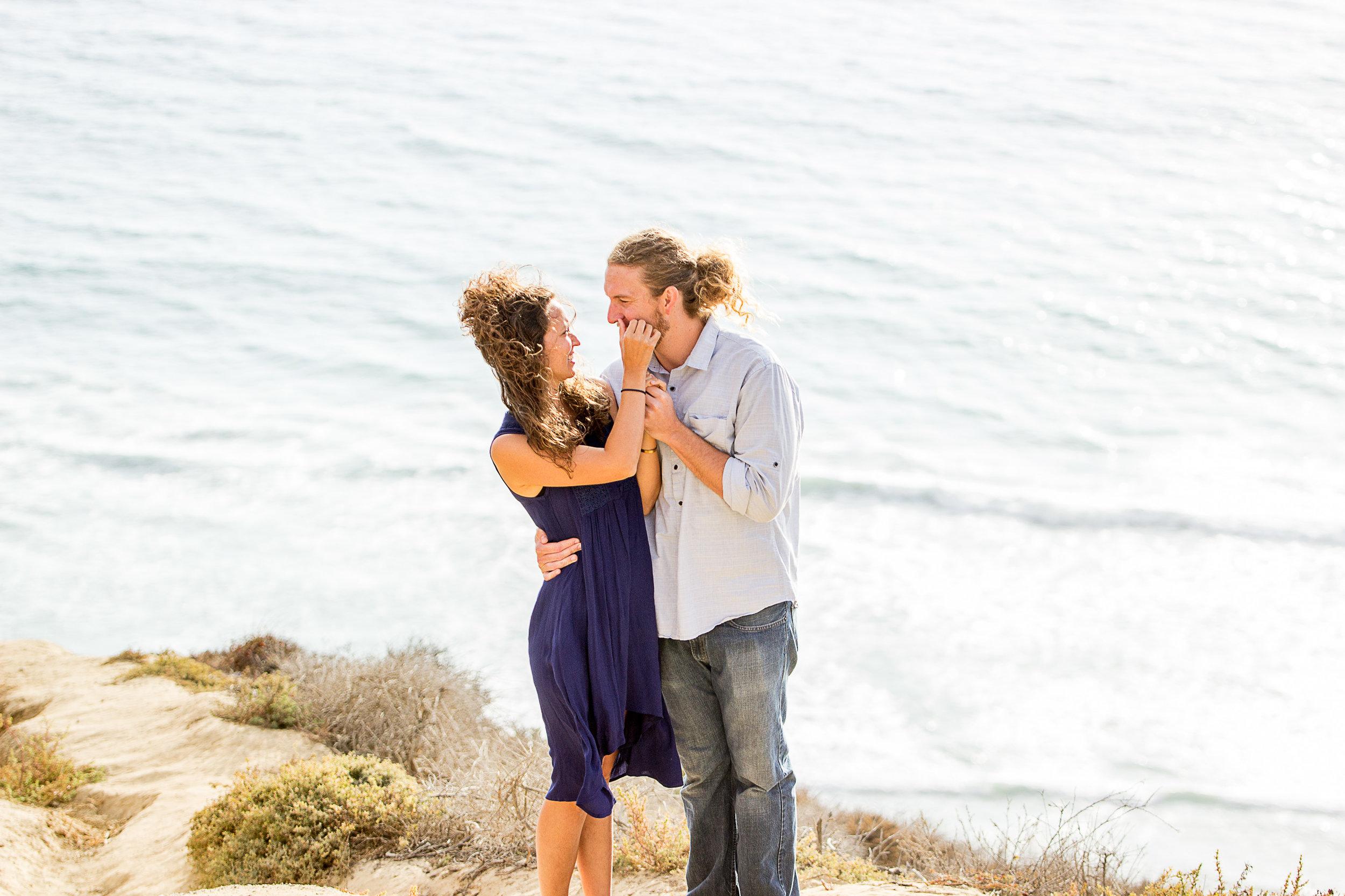 snuggle-up-couple-pose-la-jolla-torrey-pines-san-diego-ocean