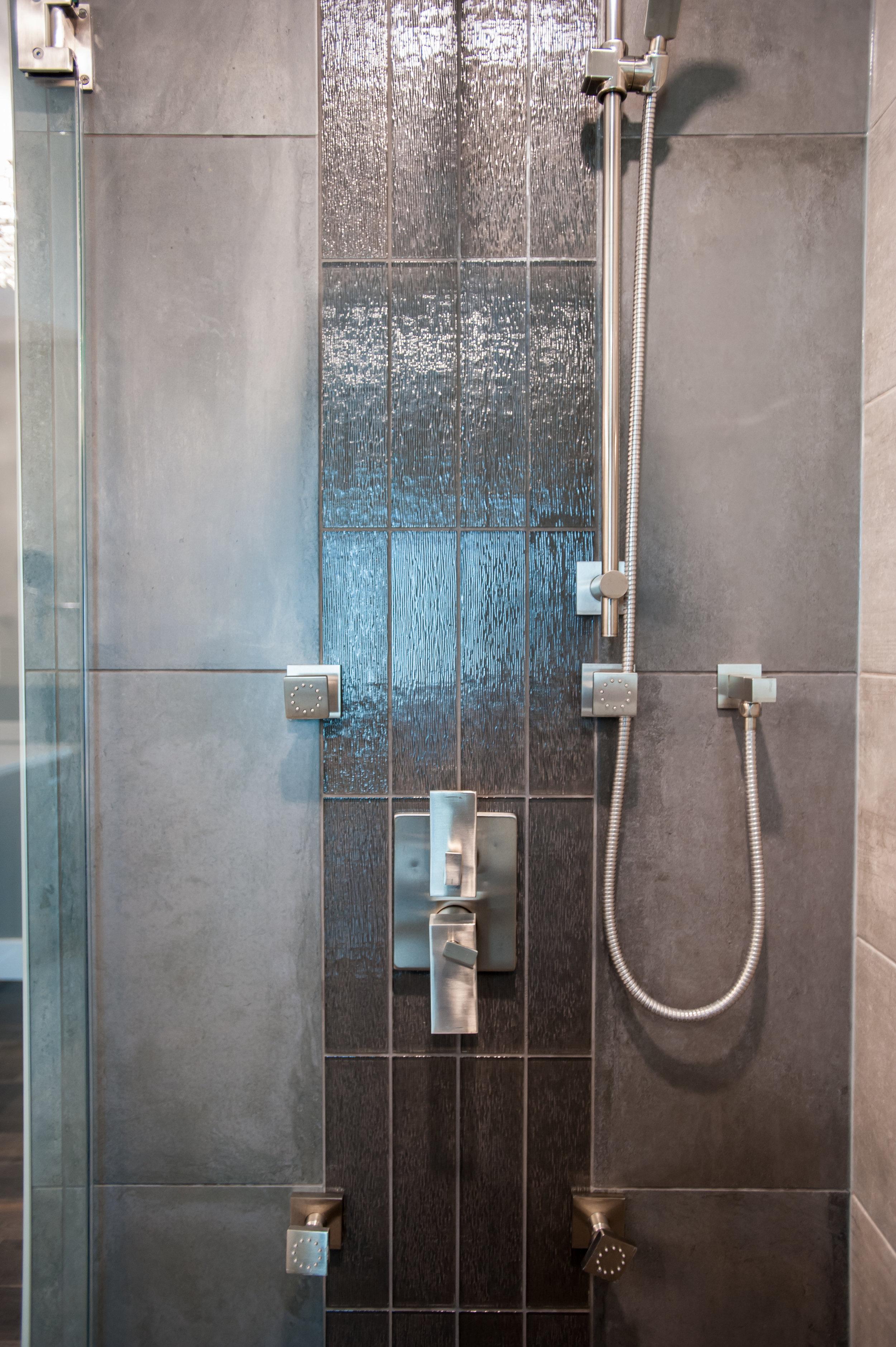 master ensuite shower niche