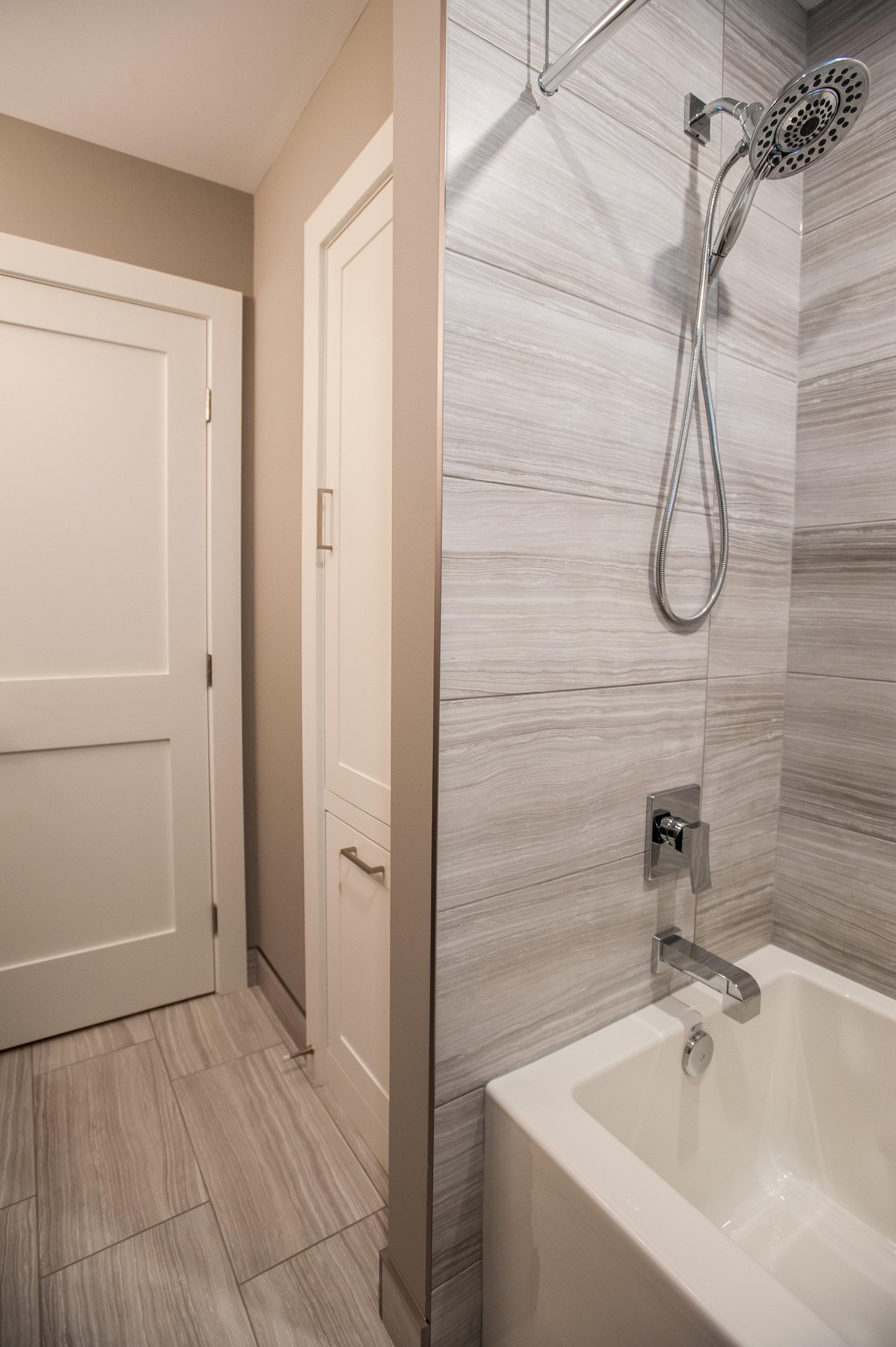bathroom_reno_modern_1
