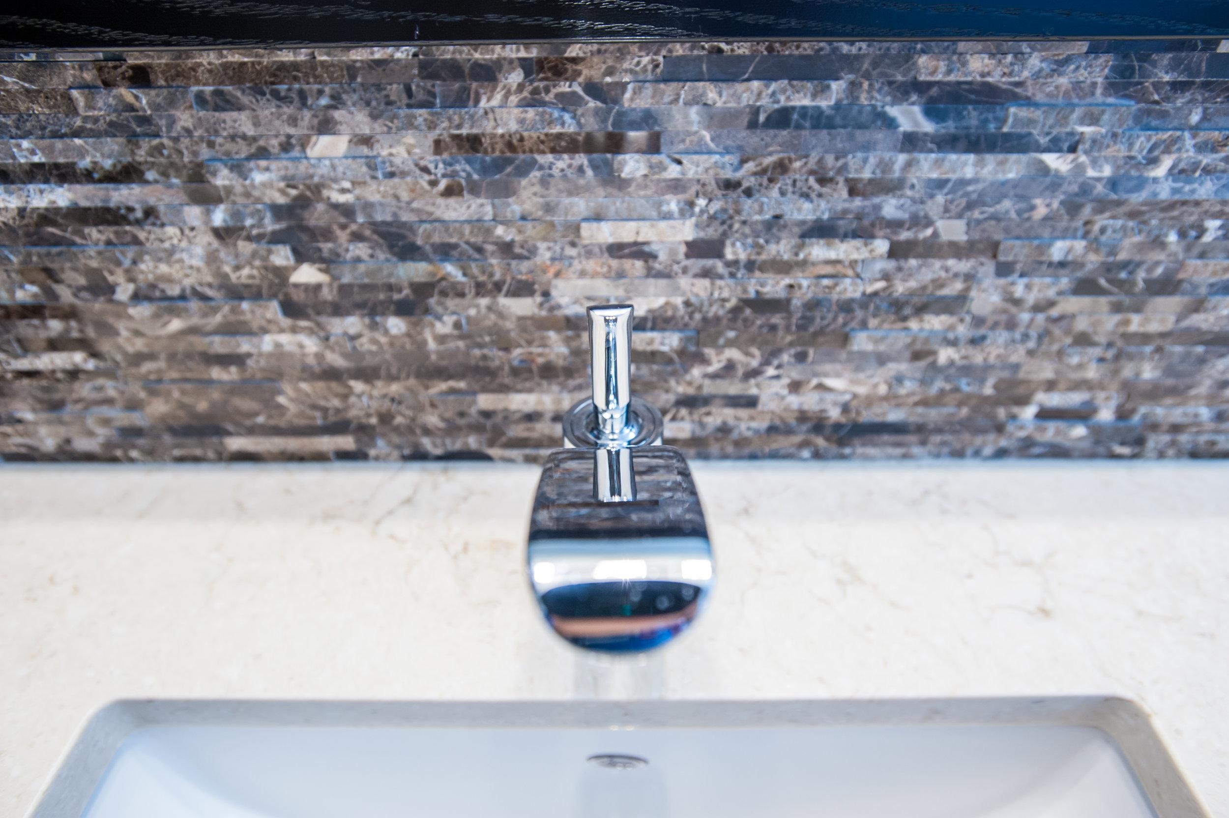 faucet_split_face_stone_chrome
