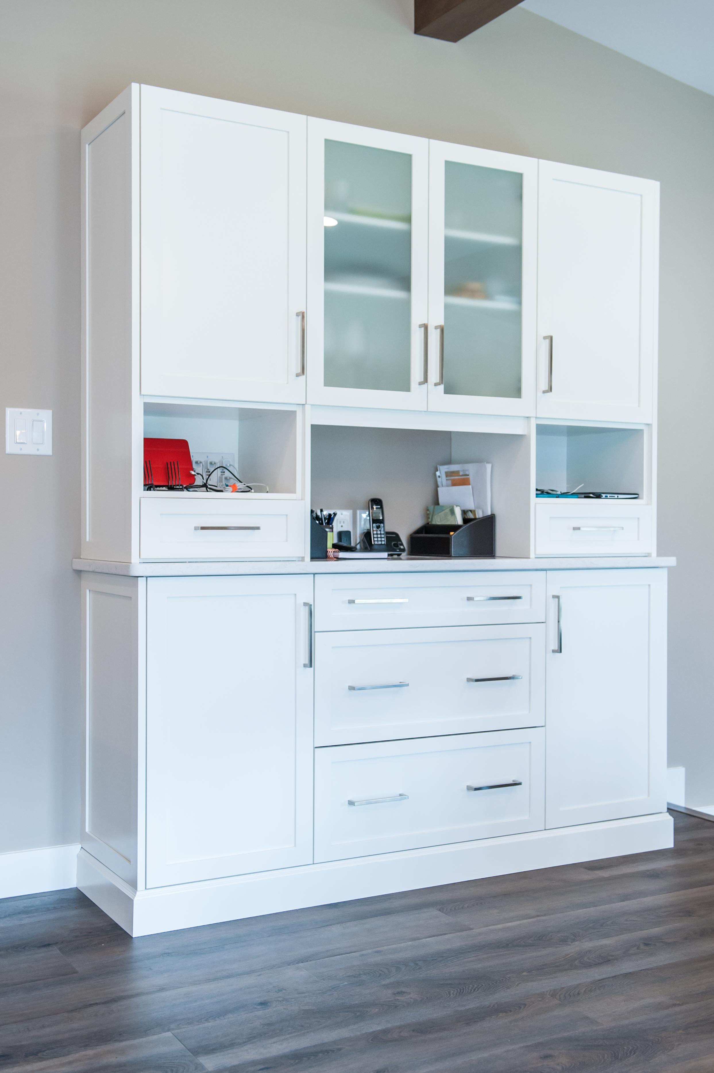 hutch_white_kitchen