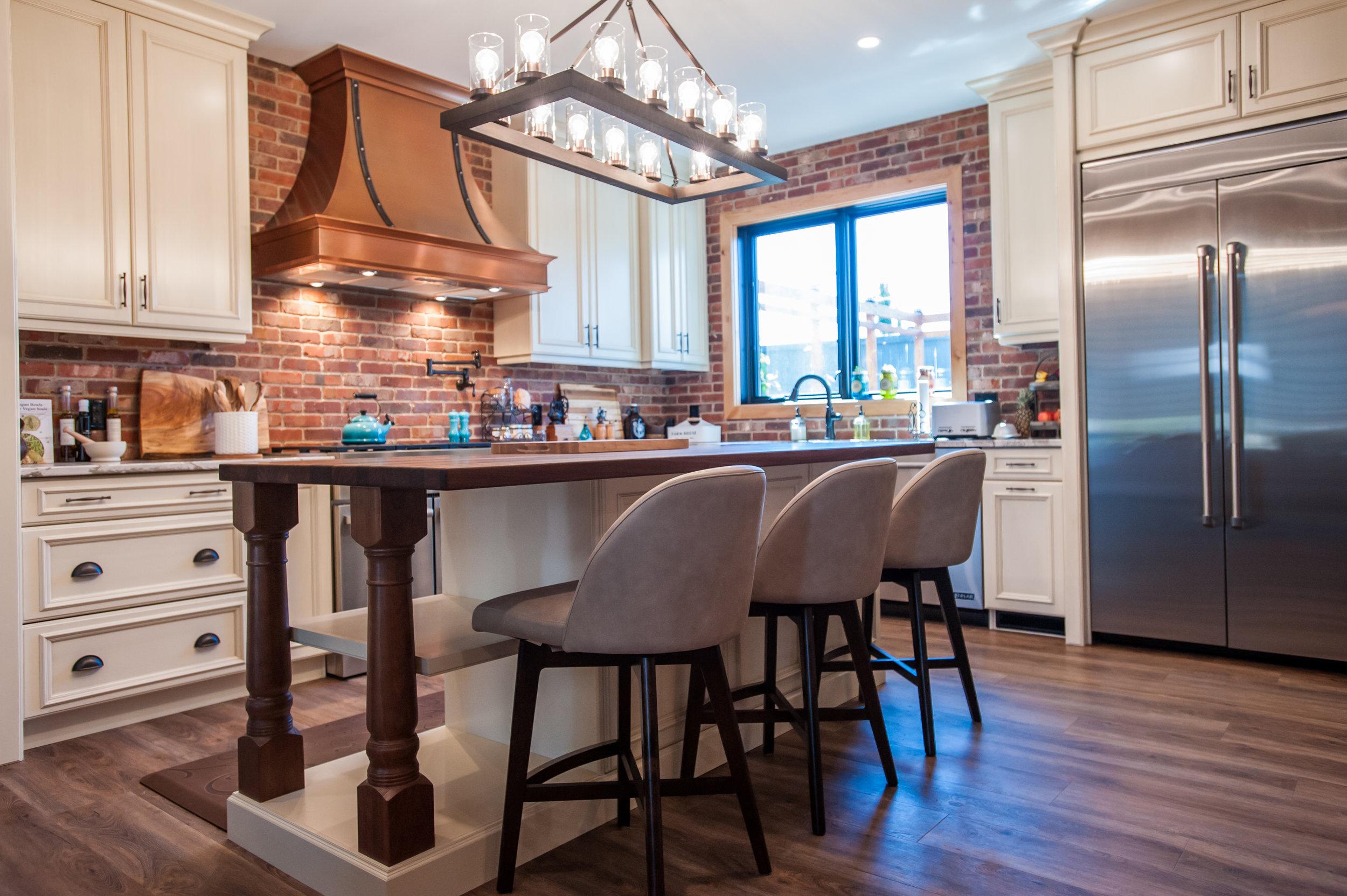 Rustic_kitchen_copper_hoodvent