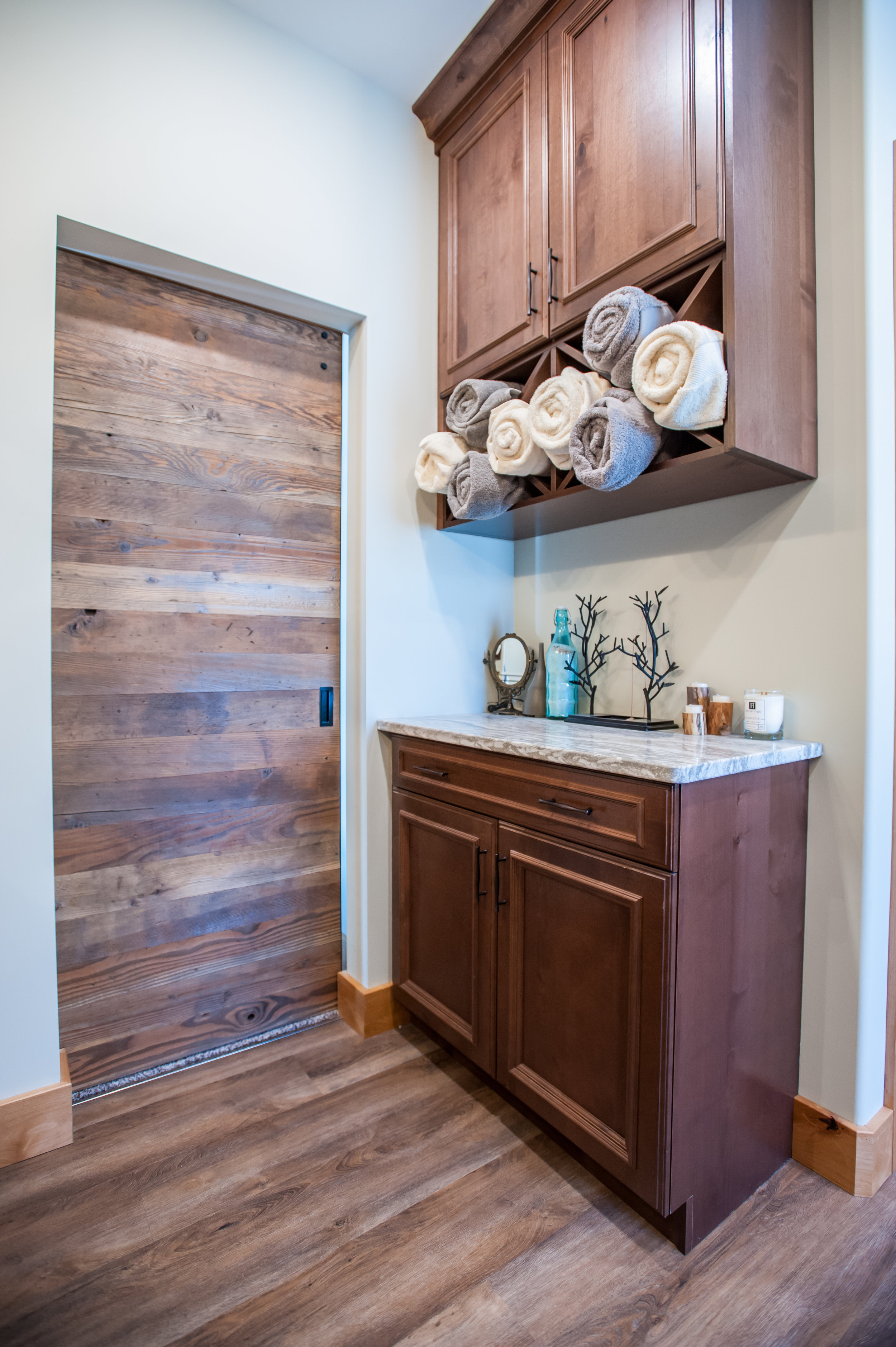 towel_storage_ensuite_cabinetry
