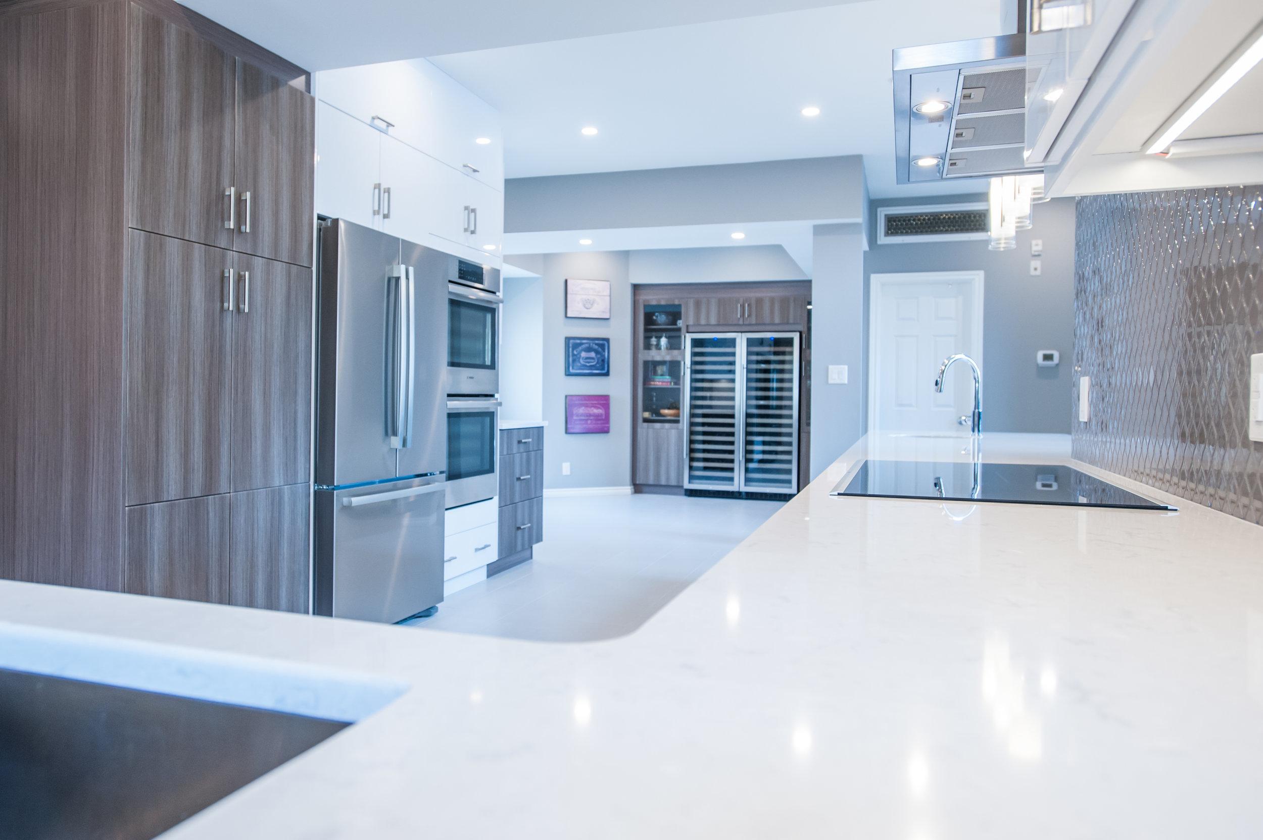 Modern_kitchen_quartz_countertops