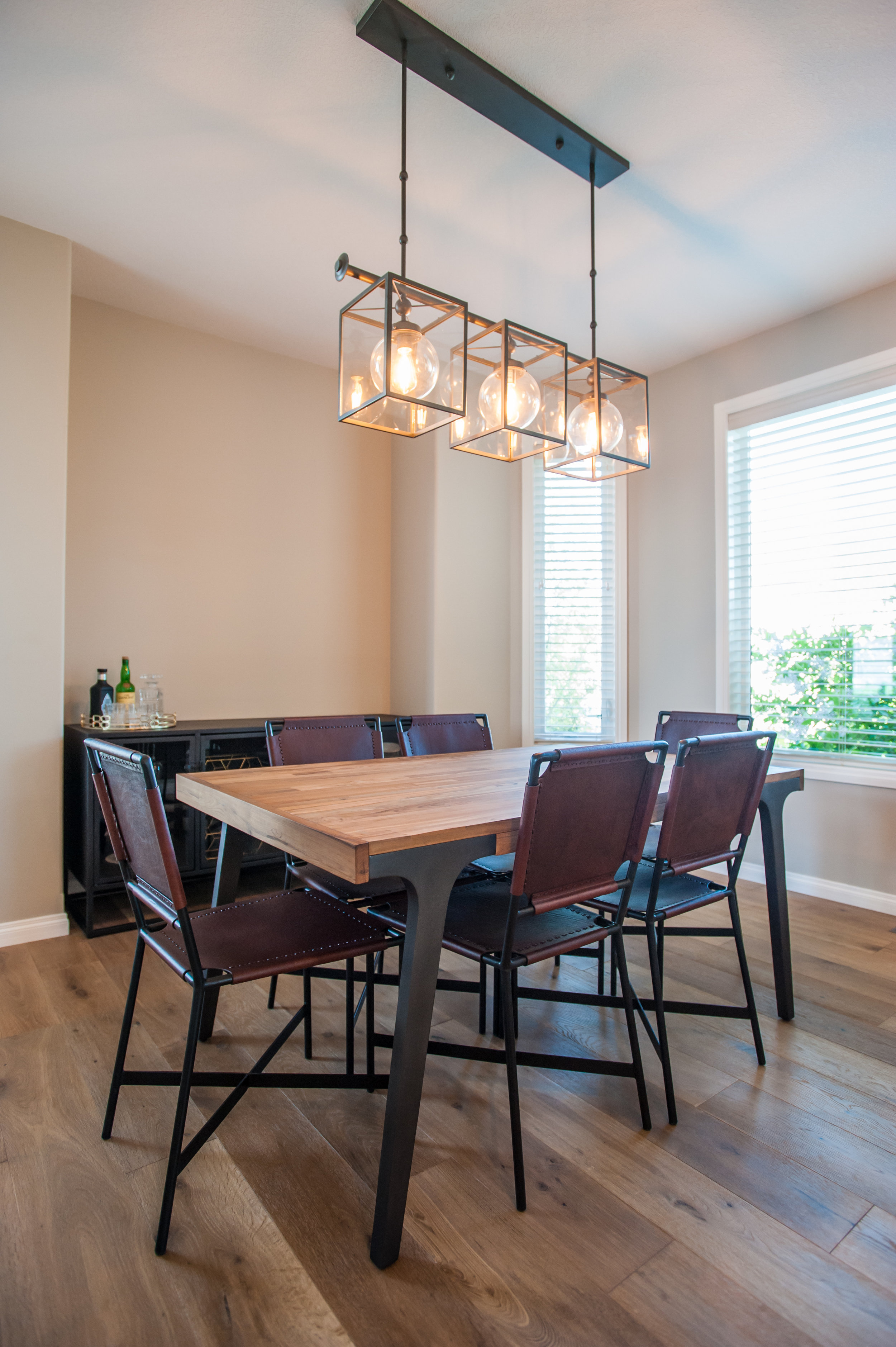 dining_room_lighting_modern_linear
