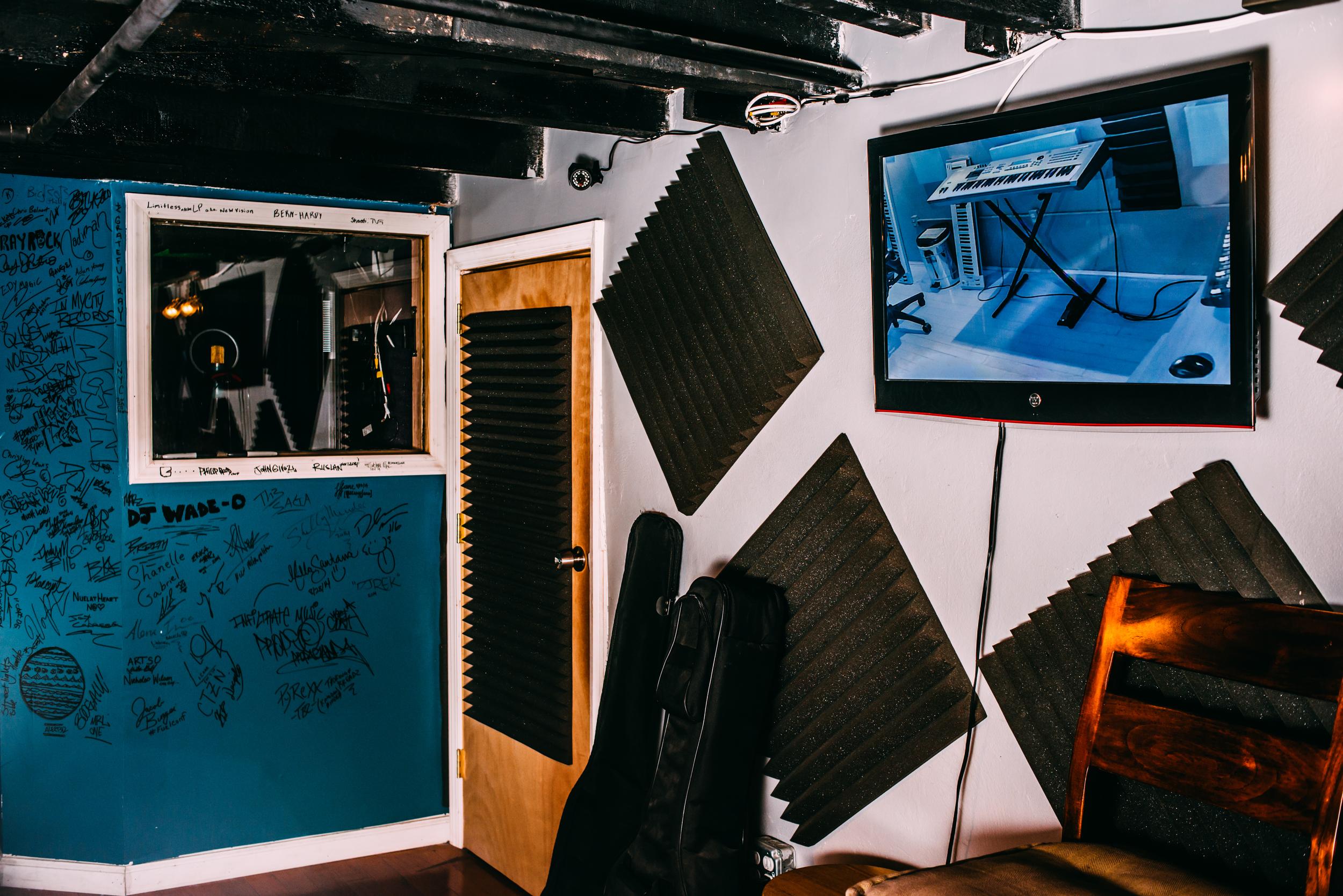 Jah rockn studio (1 of 1)-24.jpg