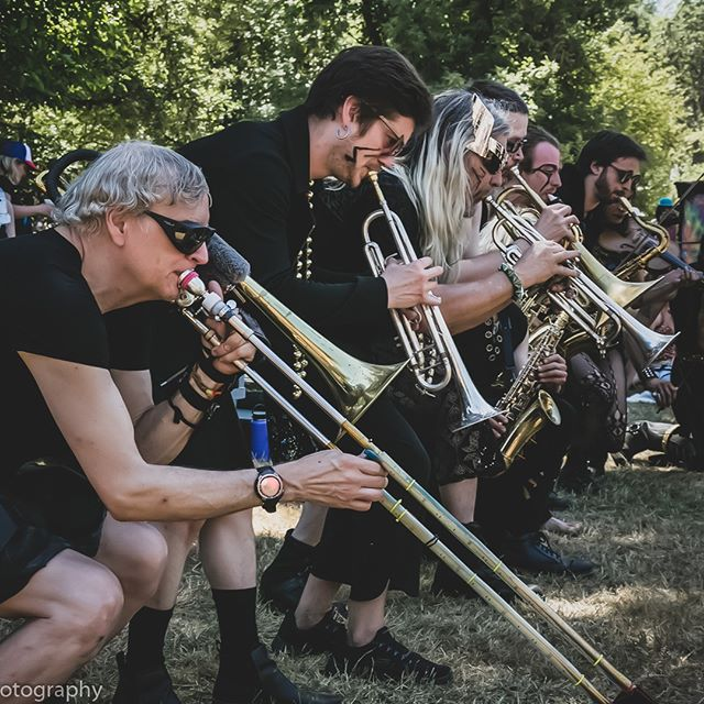 Tim, calmly resuscitates earthworms, stunned by the Mystics 🤭⠀⠀⠀⠀⠀⠀⠀⠀⠀ -⠀⠀⠀⠀⠀⠀⠀⠀⠀ -⠀⠀⠀⠀⠀⠀⠀⠀⠀ -⠀⠀⠀⠀⠀⠀⠀⠀⠀ -⠀⠀⠀⠀⠀⠀⠀⠀⠀ -⠀⠀⠀⠀⠀⠀⠀⠀⠀ -⠀⠀⠀⠀⠀⠀⠀⠀⠀ -⠀⠀⠀⠀⠀⠀⠀⠀⠀ #ocf #oregoncountryfair #marchingband #marchingbands #marchingbandlife #marchingbandseason #brassband #brassbands #brassinstruments #pdx #portlandor #ocf2019 #pdxart #pdxmusic #oregoncountryfair2019 #trumpet #trombones⠀⠀⠀⠀⠀⠀⠀⠀⠀ #pdxartists #pdxmusicscene #trumpets #portlandoregon #travelportland #traveloregon #portlandnw #trombone #oregonadventures #oregonlife #musicfest #festivalmusic #eugeneoregon