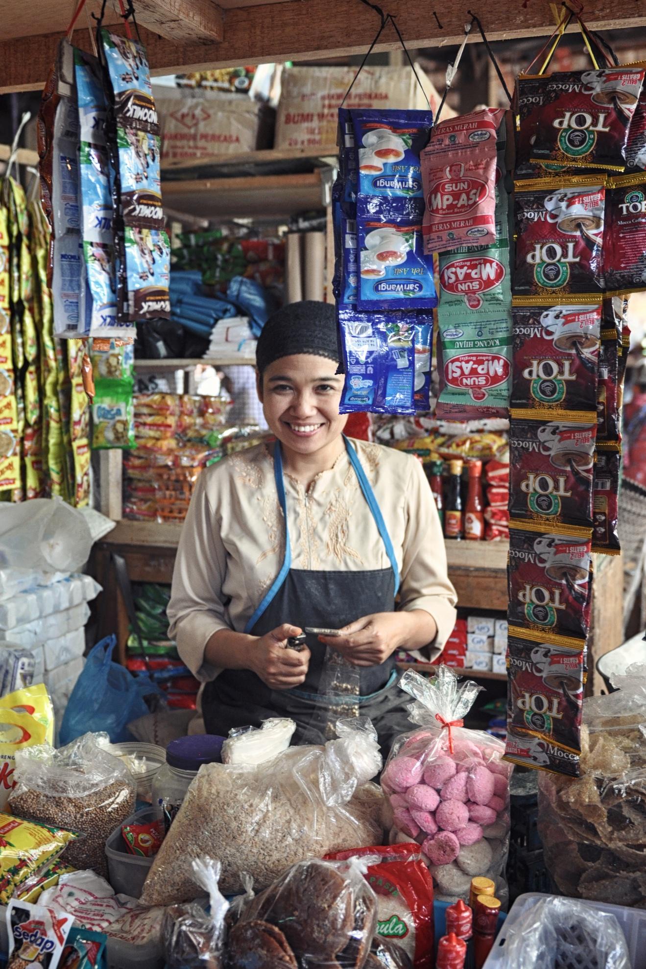 Market vendor at Borobudur Market in Central Java, Indonesia | © Chavelli Tsui www.chavelli.com