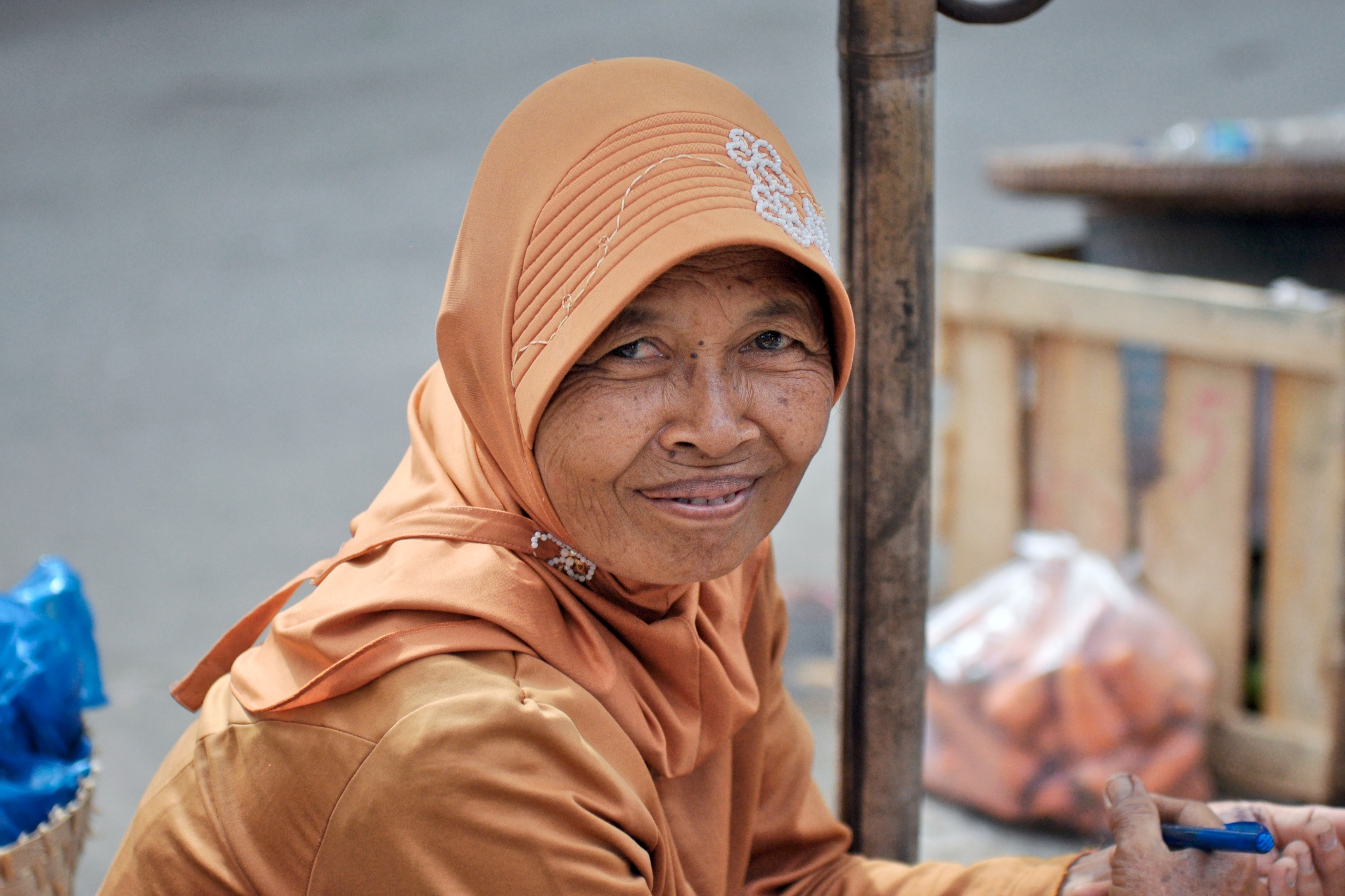 Smiling local vendor at Borobudur Market, Central Java, Indonesia| © Chavelli Tsui www.chavelli.com