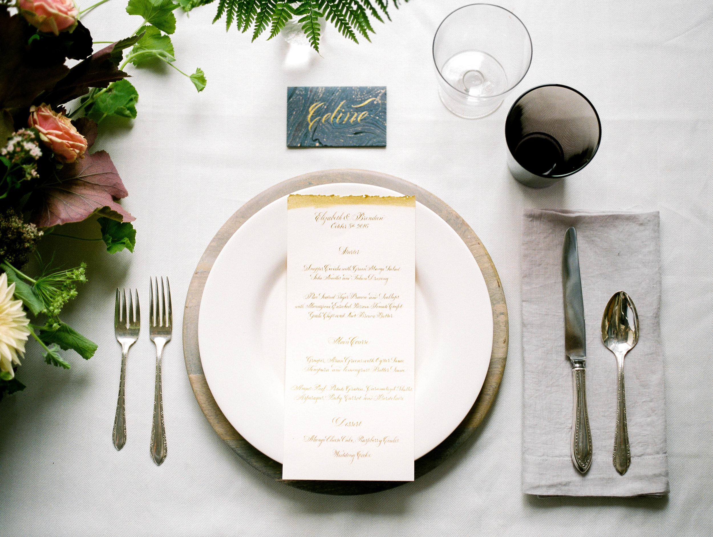 Calligraphy wedding place card and menu by Chavelli www.chavelli.com | Photo by  Jessica Rieke