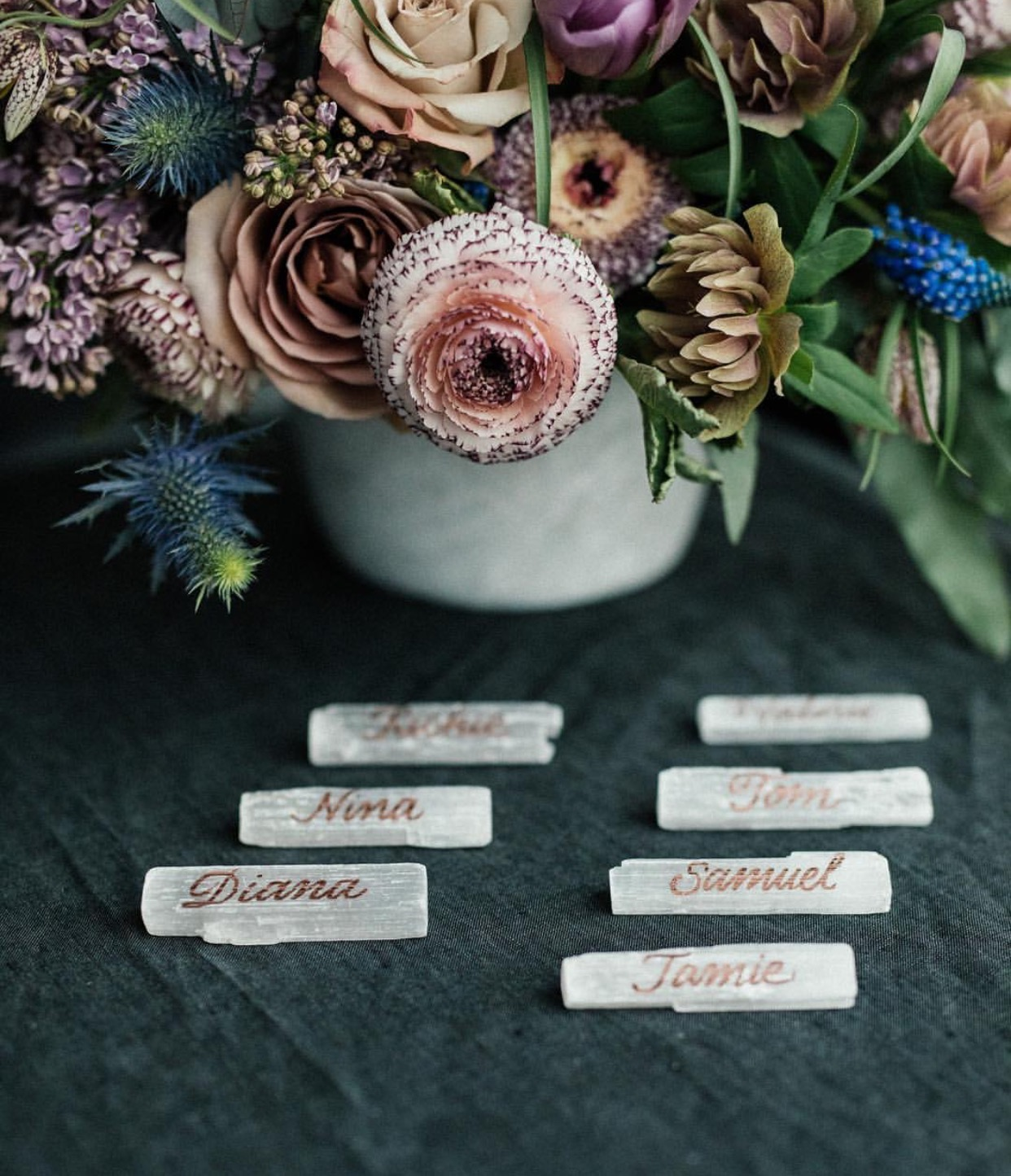 Copper calligraphy on crystal slabs for an elegant, earthy place card setup // Calligraphy by www.chavelli.com