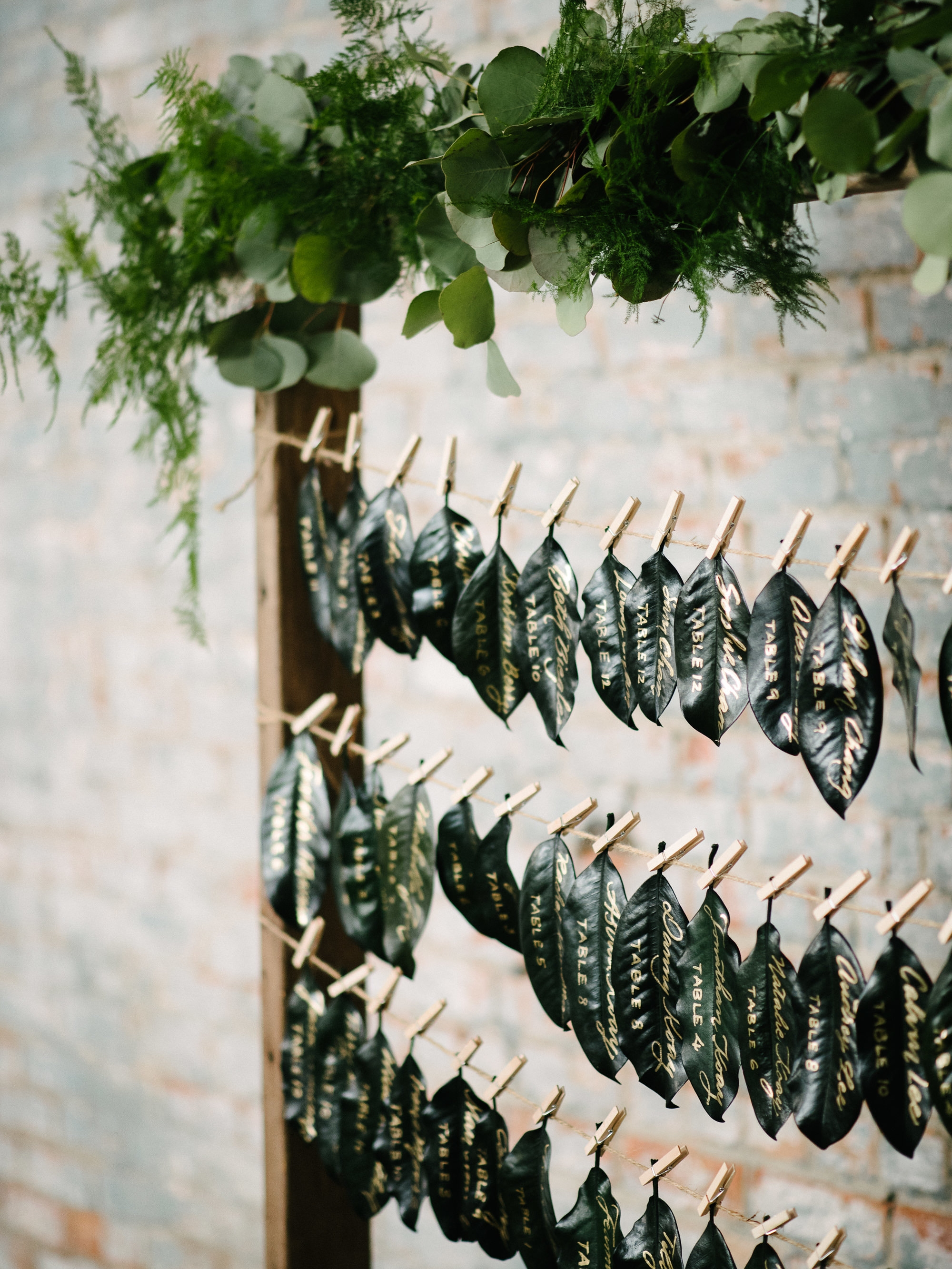 Magnolia leaf escort card display, gold calligraphy by www.chavelli.com // photography www.lisahibbert.com