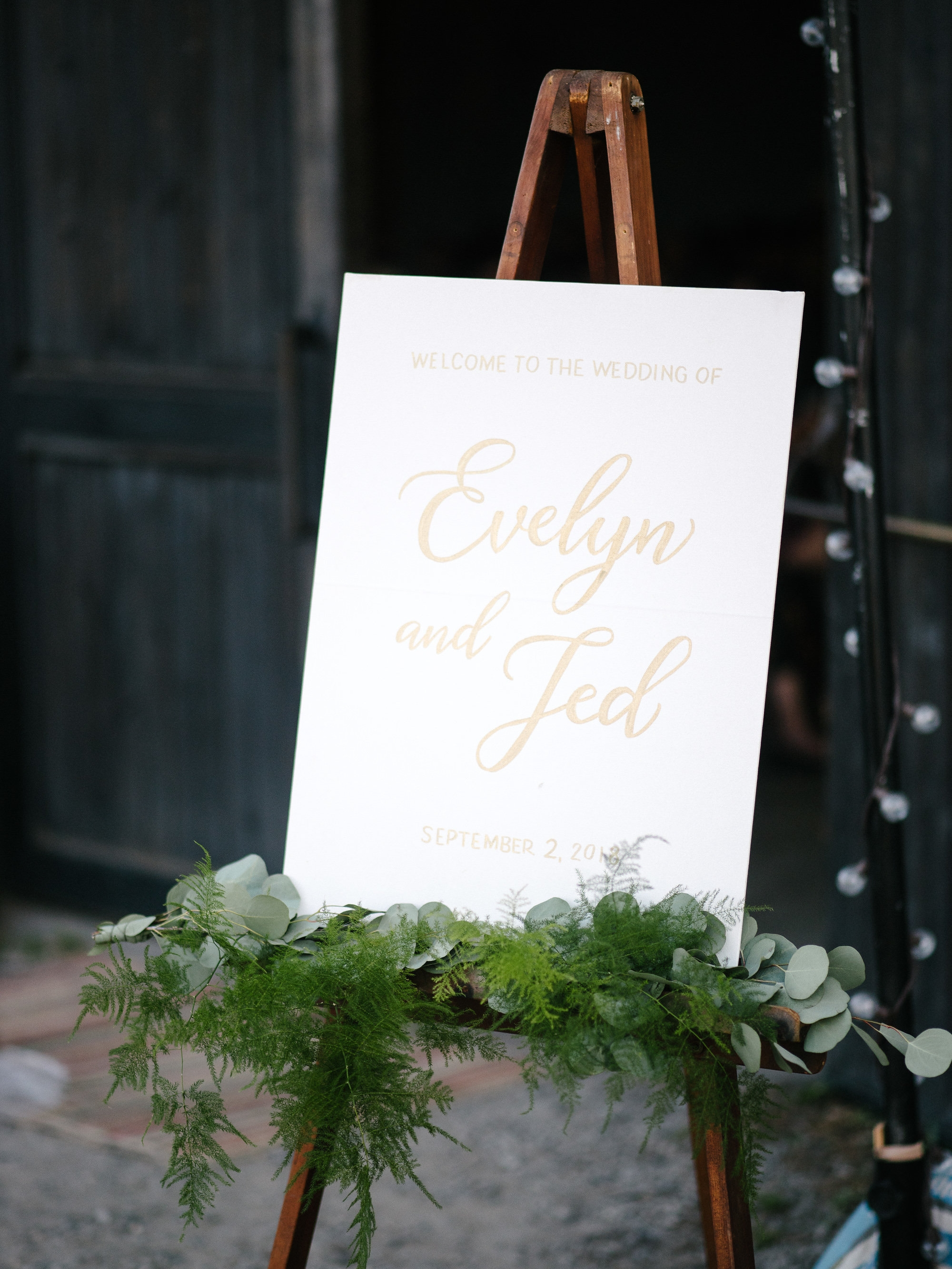 Wedding welcome sign, gold calligraphy on canvas // by www.chavelli.com, photography www.lisahibbert.com