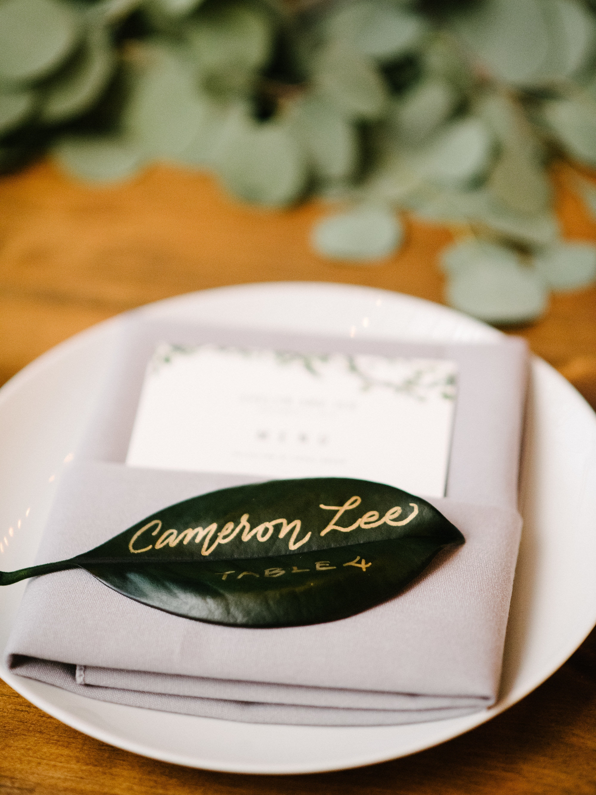 Magnolia leaves escort cards and place cards by www.chavelli.com // photo by www.lisahibbert.com