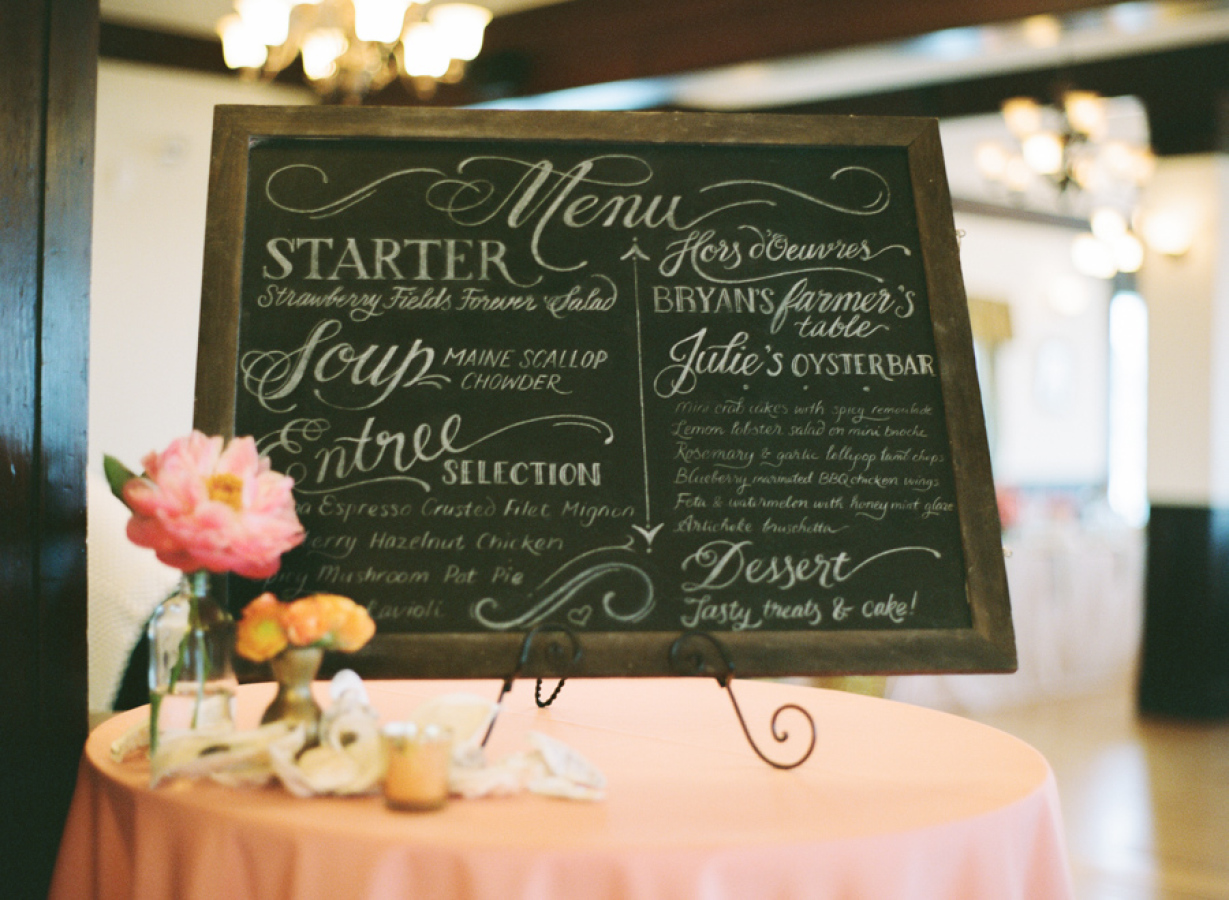 Wedding cocktail hour chalkboard menu in hand-lettering | www.chavelli.com