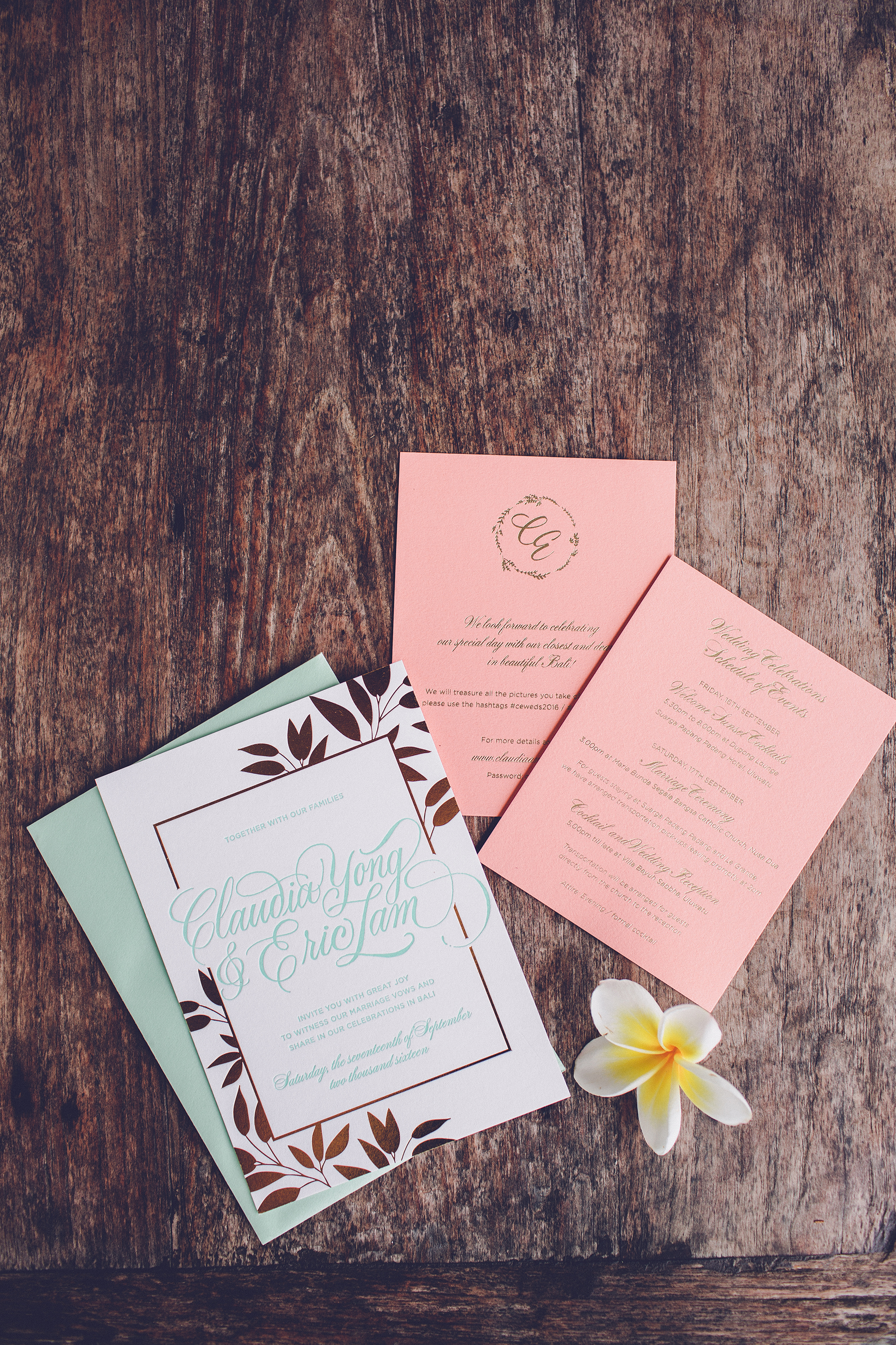 Wedding invitation suite with gold foil and letterpress printing | www.chavelli.com
