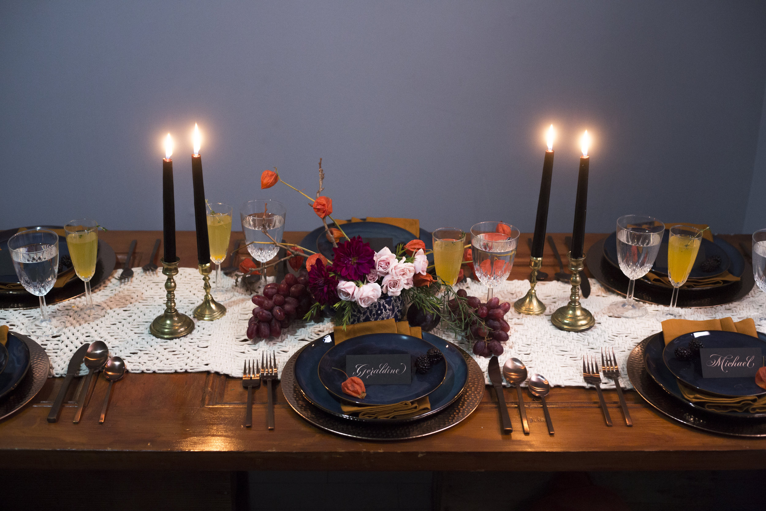Friendsgiving calligraphy shoot tablescape | www.chavelli.com