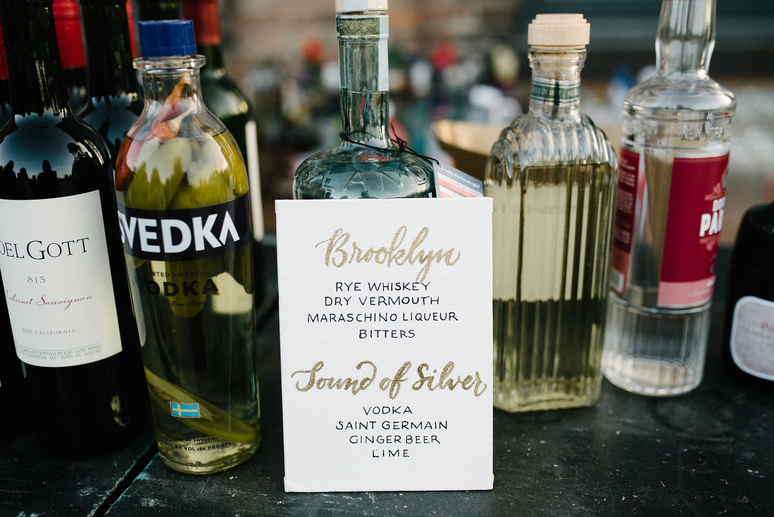 Wedding cocktail bar menu in hand-lettering   by www.chavelli.com