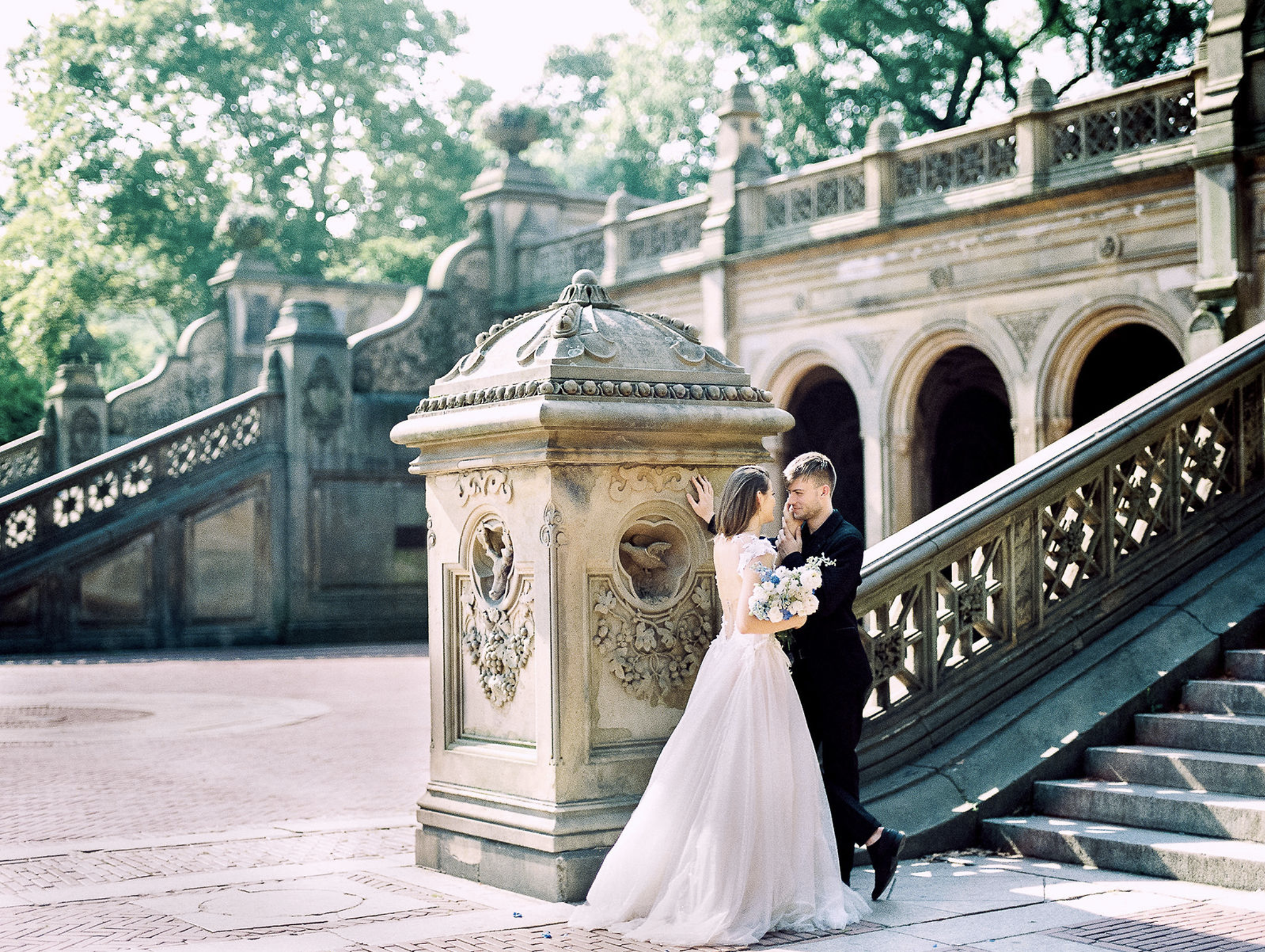 Two Lovers in the Heart of New York wedding editorial shoot | www.chavelli.com