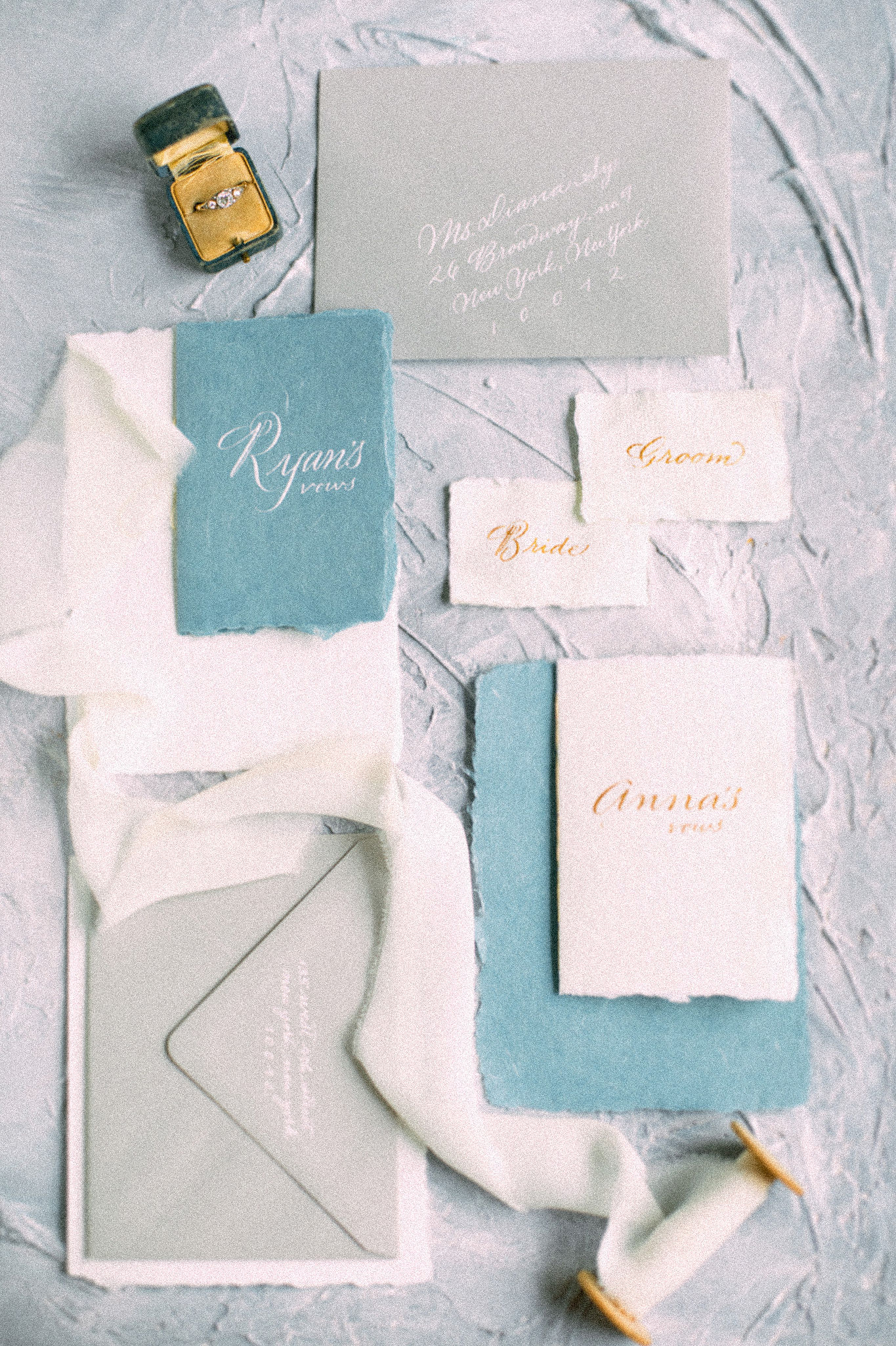 Hand-made paper and calligraphy for wedding vows and place cards | www.chavelli.com