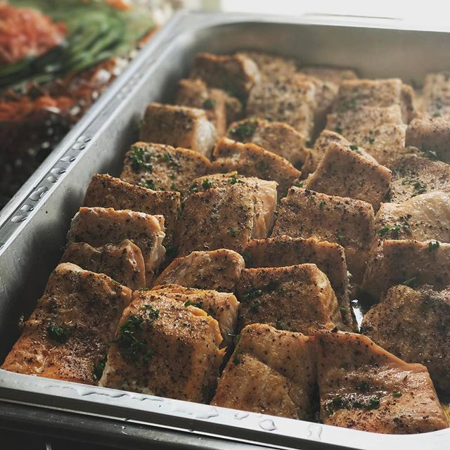 Oven Roasted Salmon!  #dayton #daytoncatering #daytonfood #foodporn #salmon #foodie #yummyfood #delicious #instagood #sundayfunday #sundaydinner #junedeals #mealdeals