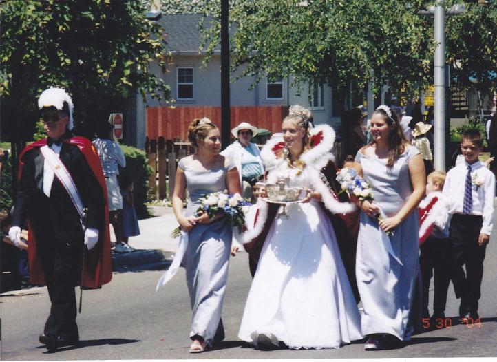 2004 Festival Queen - Lindsay Johnson   Sidemaids - Sarina Sigmon & Danielle Goularte