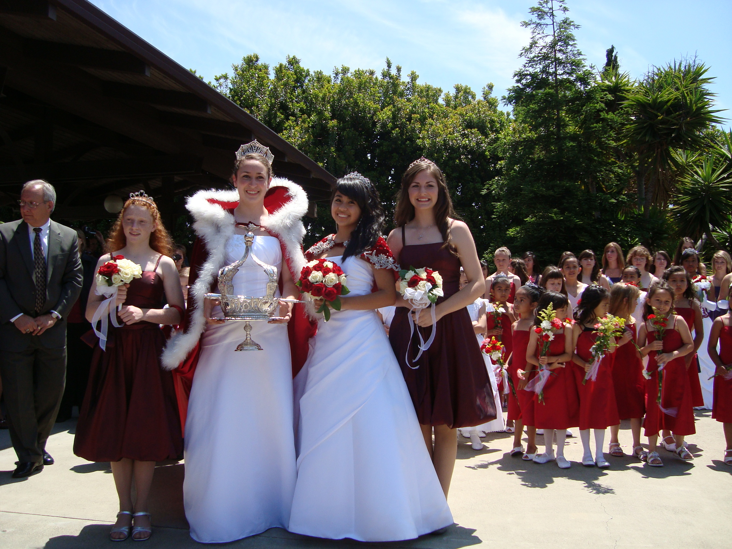 2009 Festival Queen -  Molly Zamora    idemaids- Amy Moore & Catherine Bradshaw