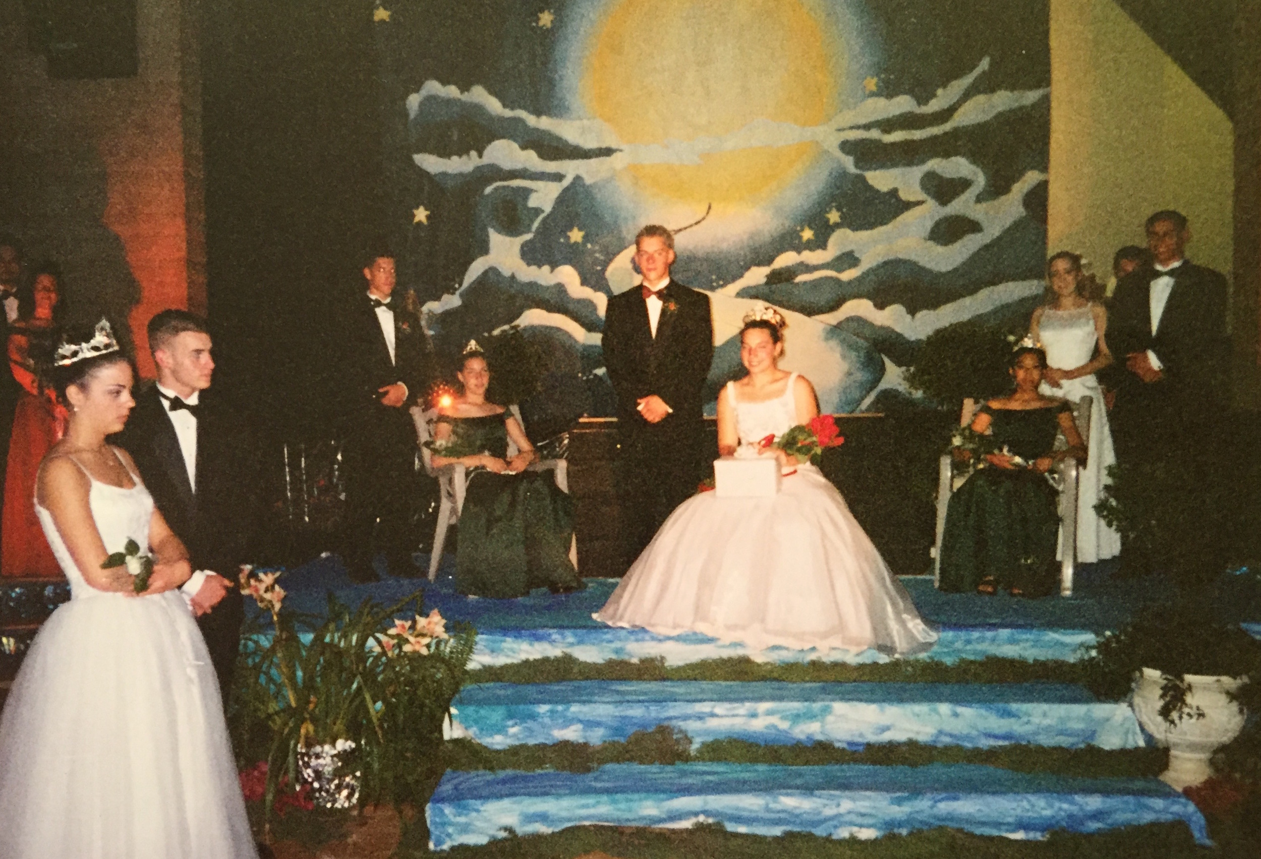 2000 Festival Queen   - Rebecca Gentrup   Sidemaids - Rebecca Salazar & Stephanie Randazzo