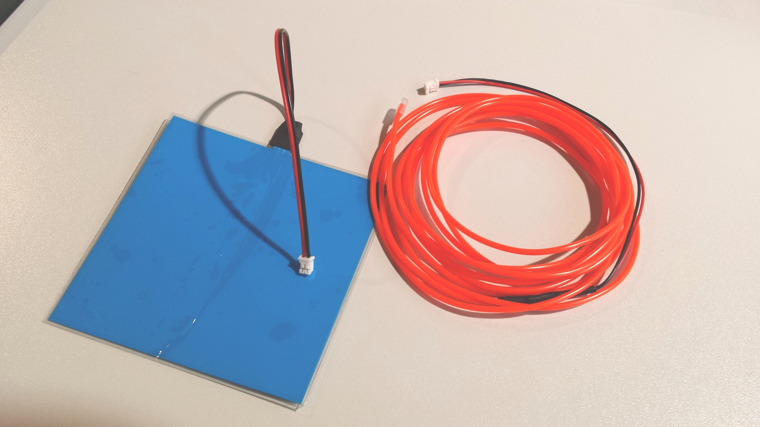 Panel y cable electroluminescentes