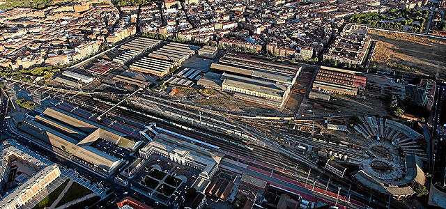 Vista aérea de los talleres de Renfe. J. M. Lostau para El Mundo 2011