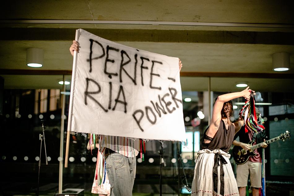 Performance 'VIVA LA GUERRA. Postverdiales' de  Alberto Cortés  y  Col.lectiu LOOPA!  realizada en el II Encuentro