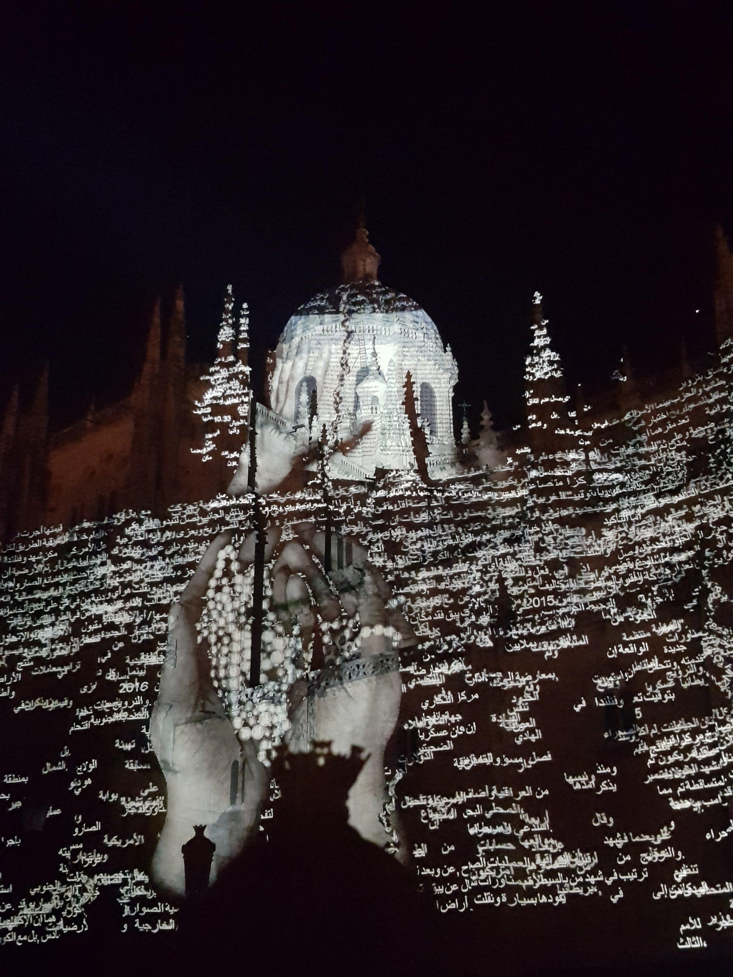 """Ouroboros"" de Charles Sandison, en la Catedral"