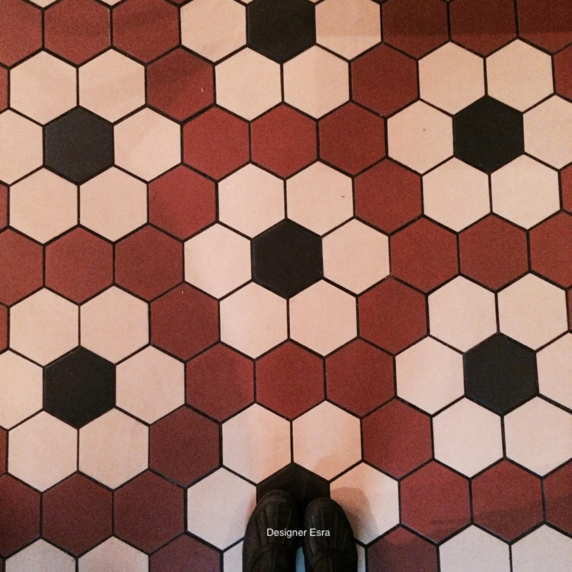 Geometric floor pattern
