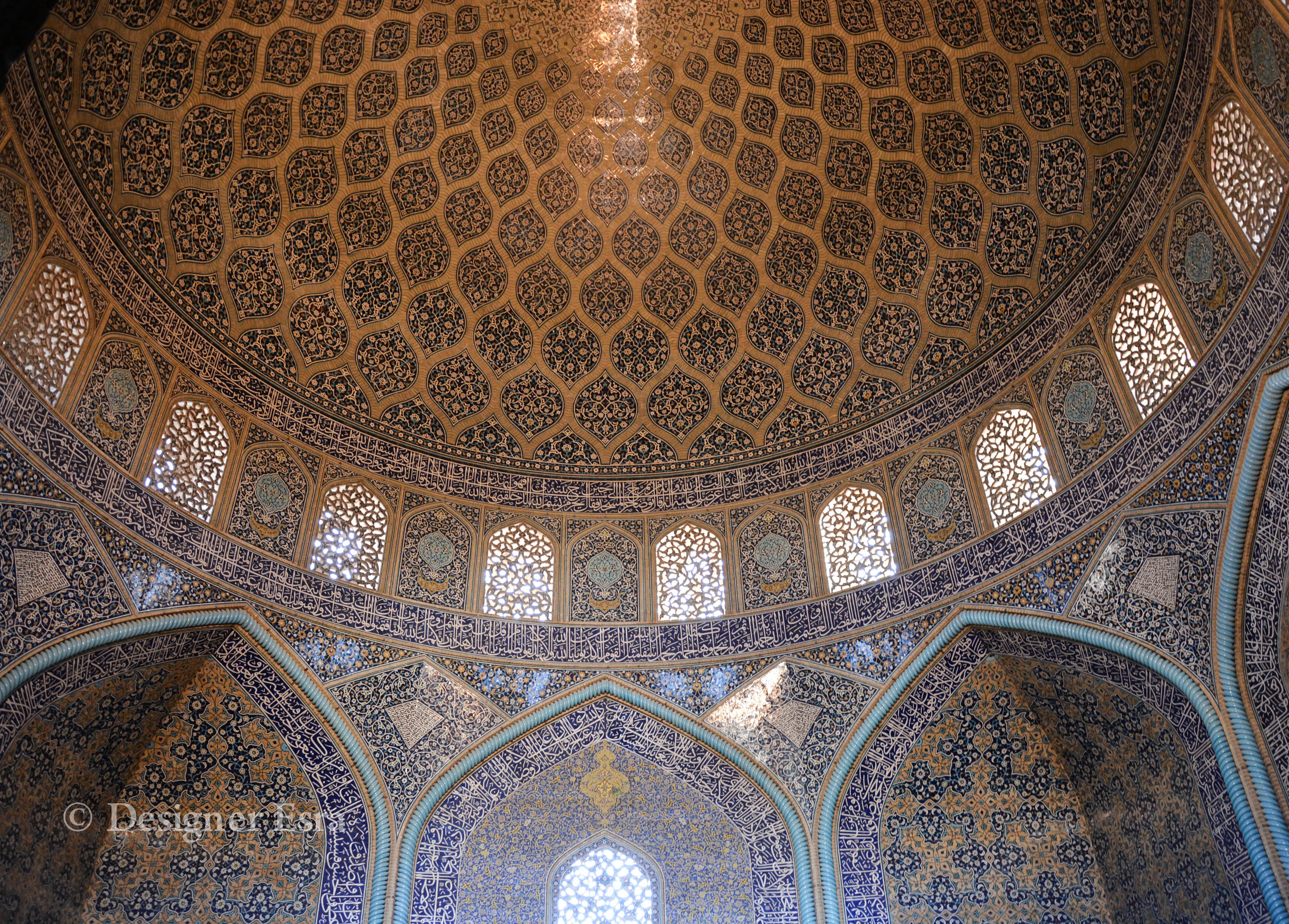 Main Interior of the Shaykh Lutfallah Mosque in Iran  مسجد الشيخ لطف الله في ايران