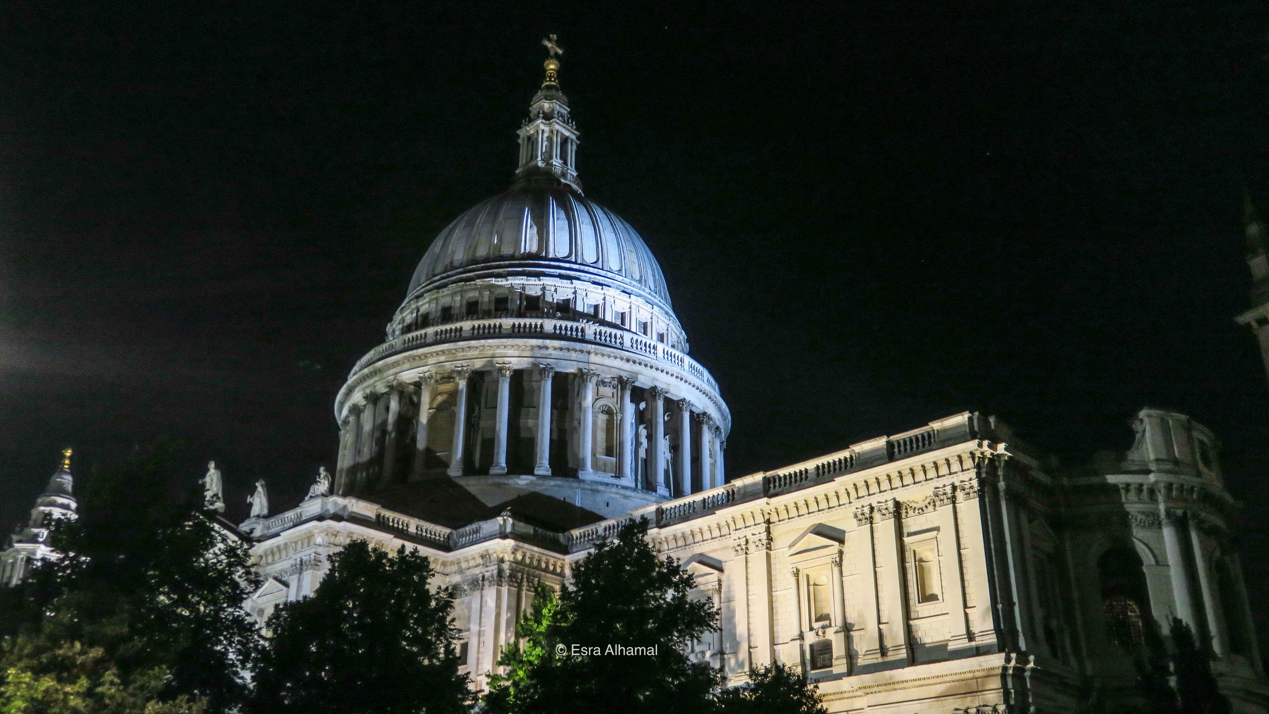 St Paul Cathedral at night