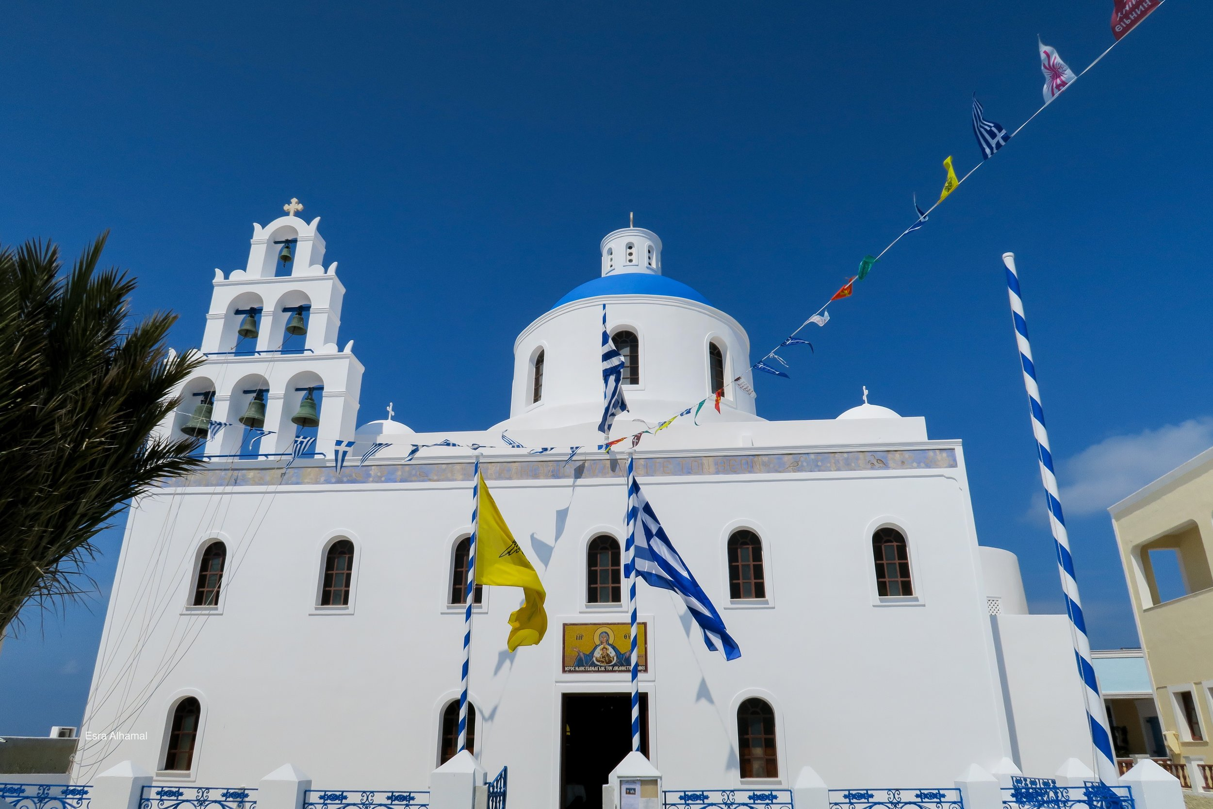 Church painted in white in Oia in Santorini