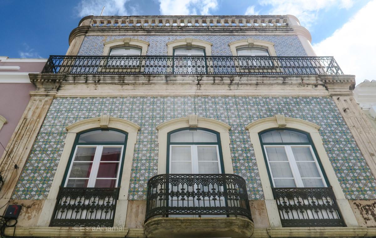 Tiles on buildings in Silves