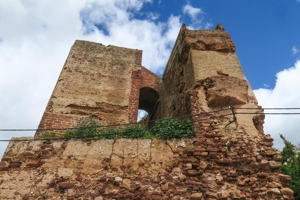 Walking to Silves Castle