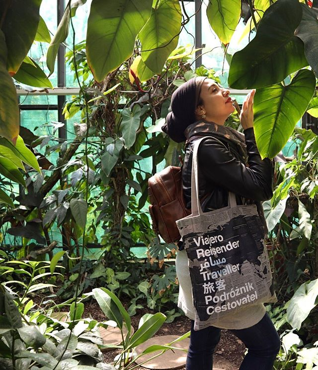 Just call me the plant whisperer! Lol jokes. I try so hard to keep my plants alive 😂 . . This is my favourite tote bag & I got it from @lonelyplanet last when I attended an event they hosted 💙👸🏽 . . . . #awbudapest #budapest #botanicalgarden #travelblogger #arabtravel #muslimahswhotravel #lptraveller #muslimtravel #travelcontent #totebag #plants #nature