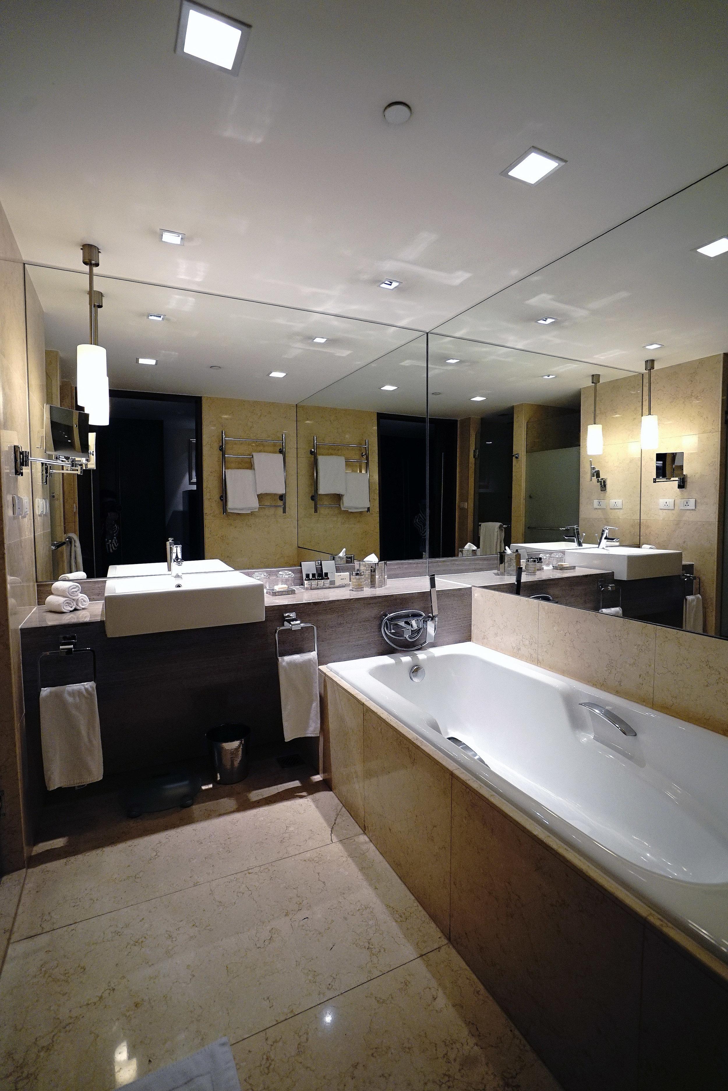 Fairmont Makati Bathroom Edited.jpg
